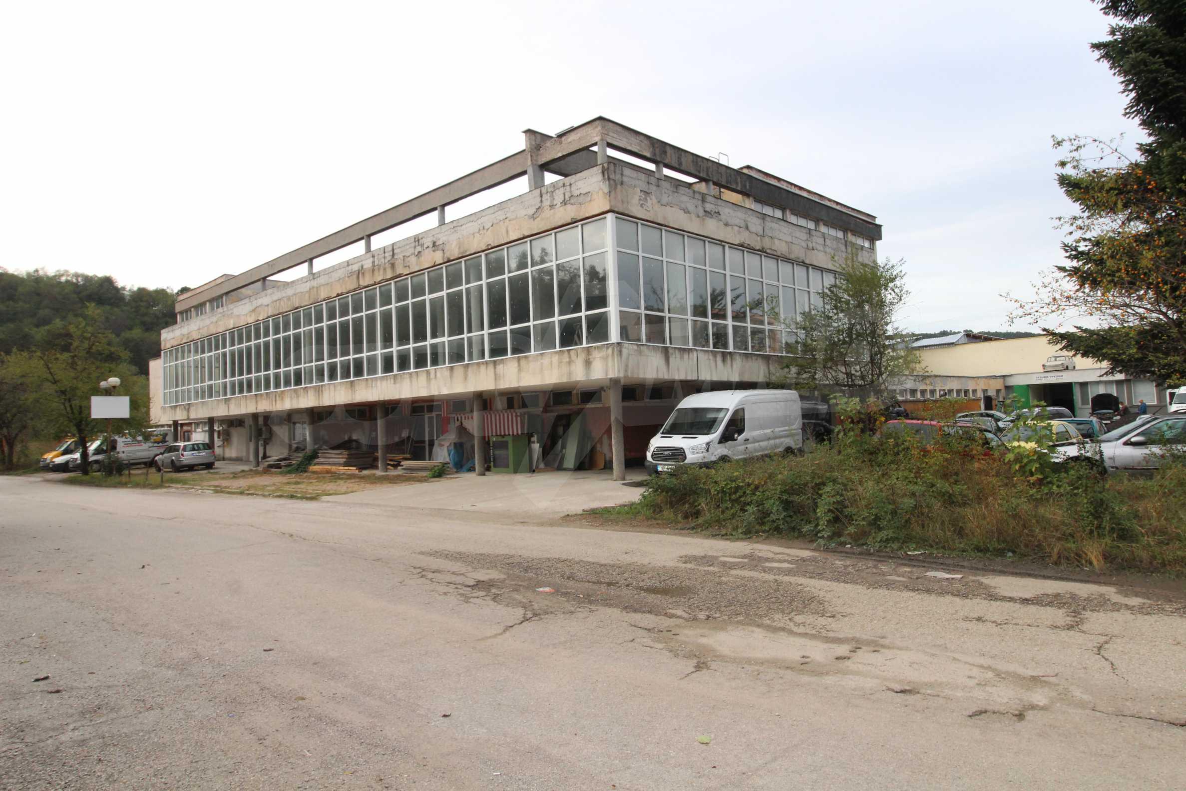 Част от промишлена сграда в град Габрово под наем 7