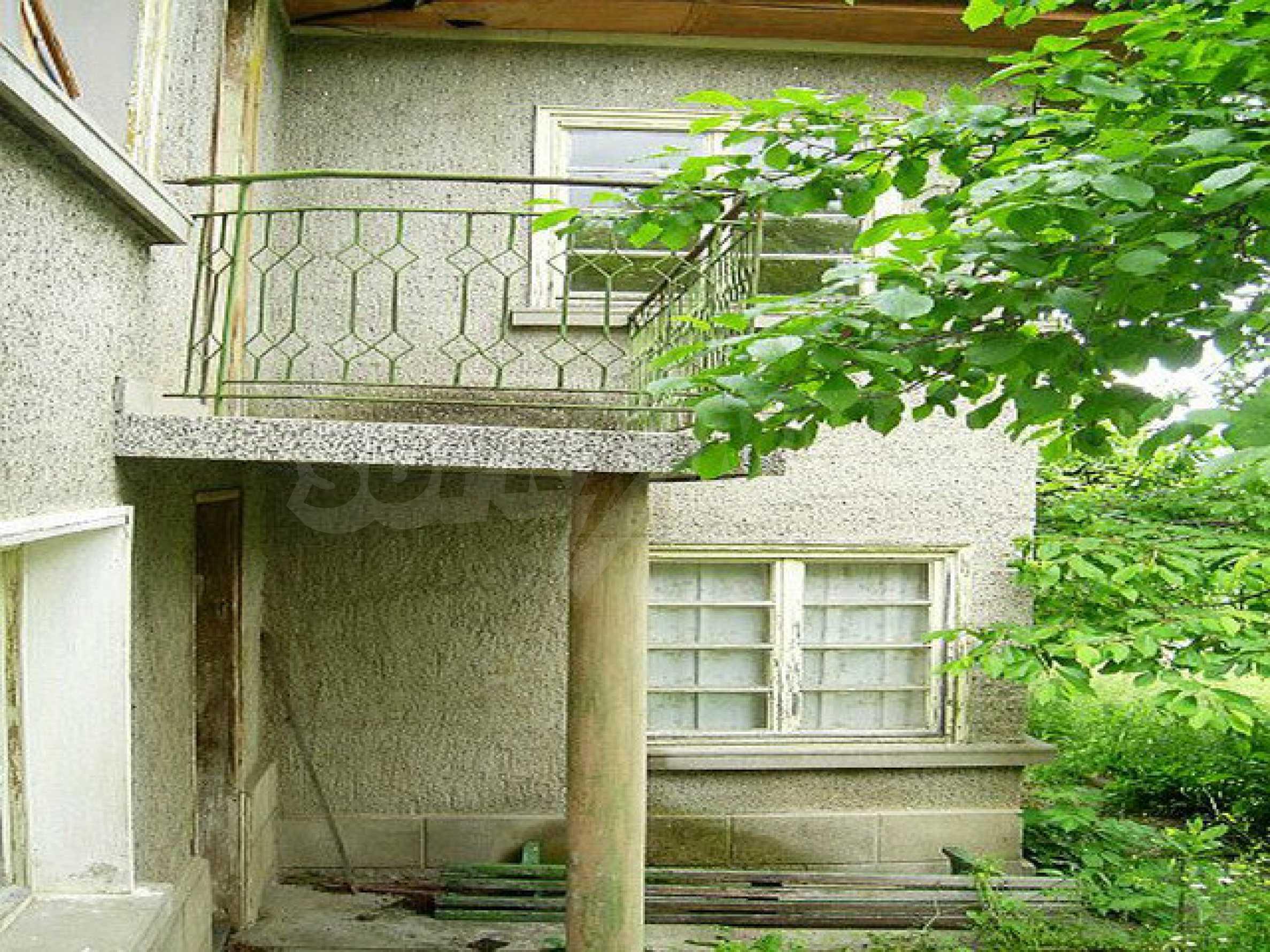 Двуетажна къща с голям двор в китно селце на 10 км. от град Габрово 12