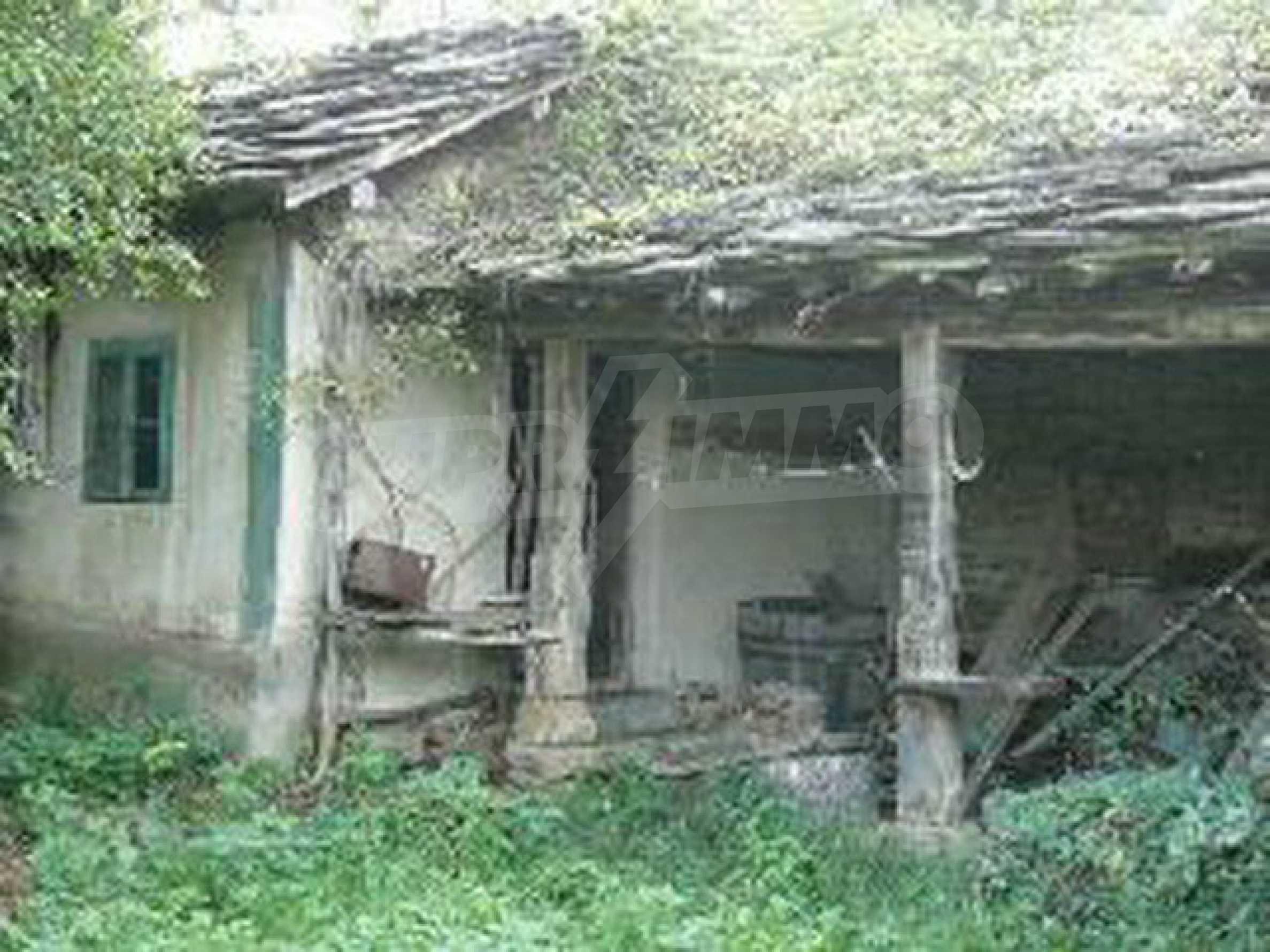 Двуетажна къща с голям двор в китно селце на 10 км. от град Габрово 16