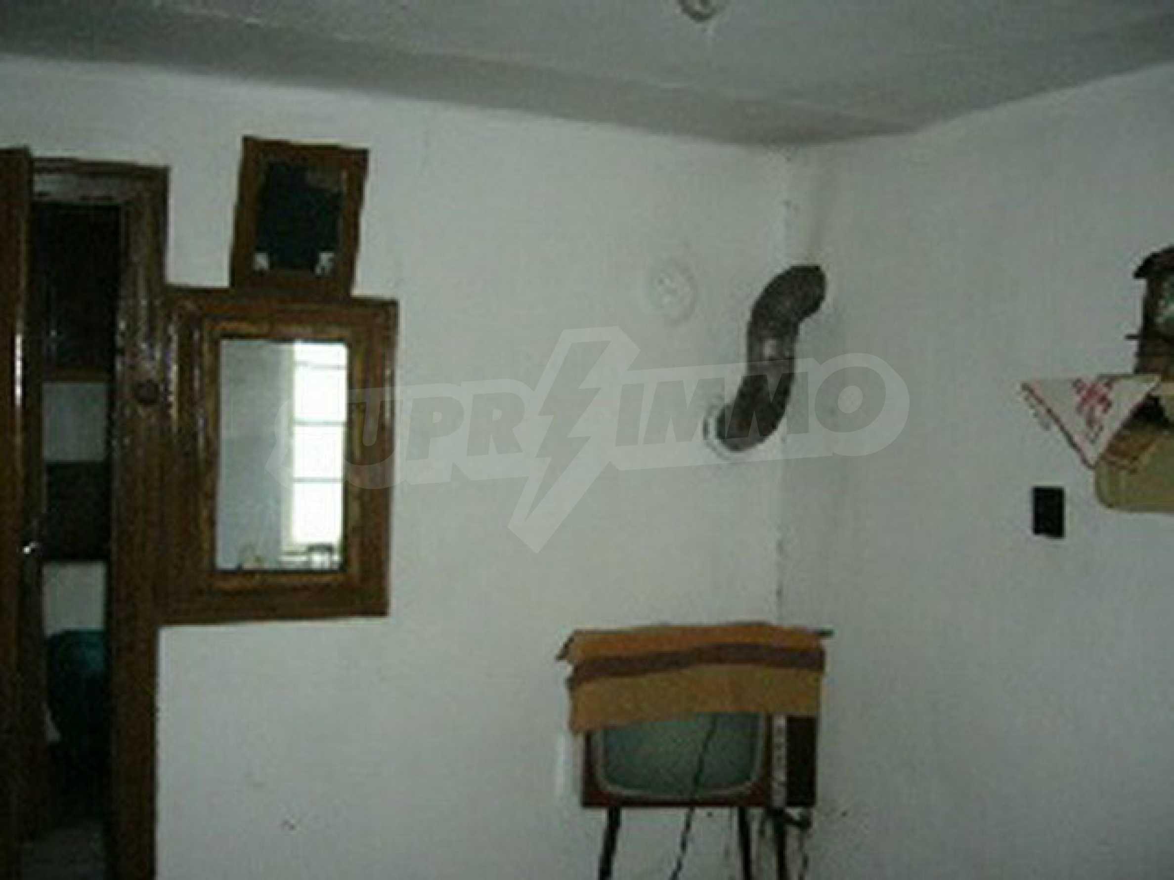 Двуетажна къща с голям двор в китно селце на 10 км. от град Габрово 18