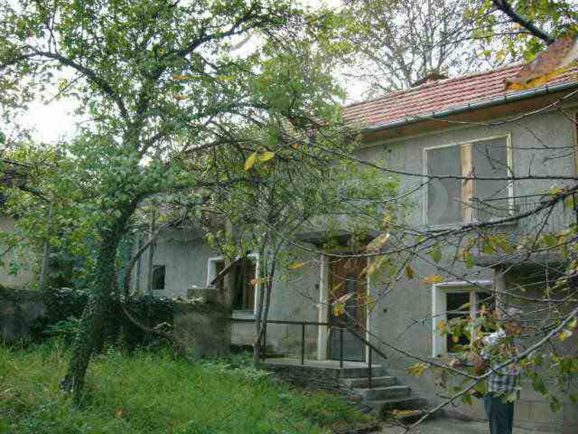 Двуетажна къща с голям двор в китно селце на 10 км. от град Габрово 1