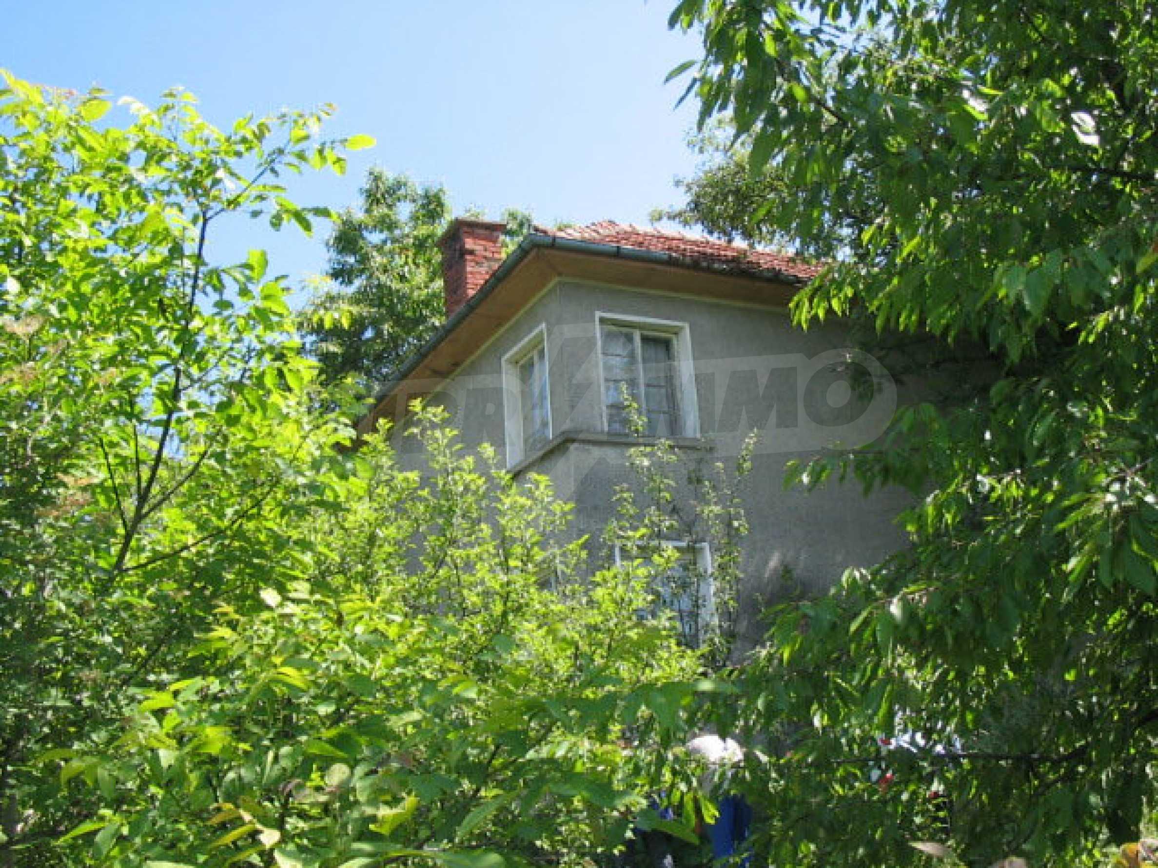 Двуетажна къща с голям двор в китно селце на 10 км. от град Габрово 23