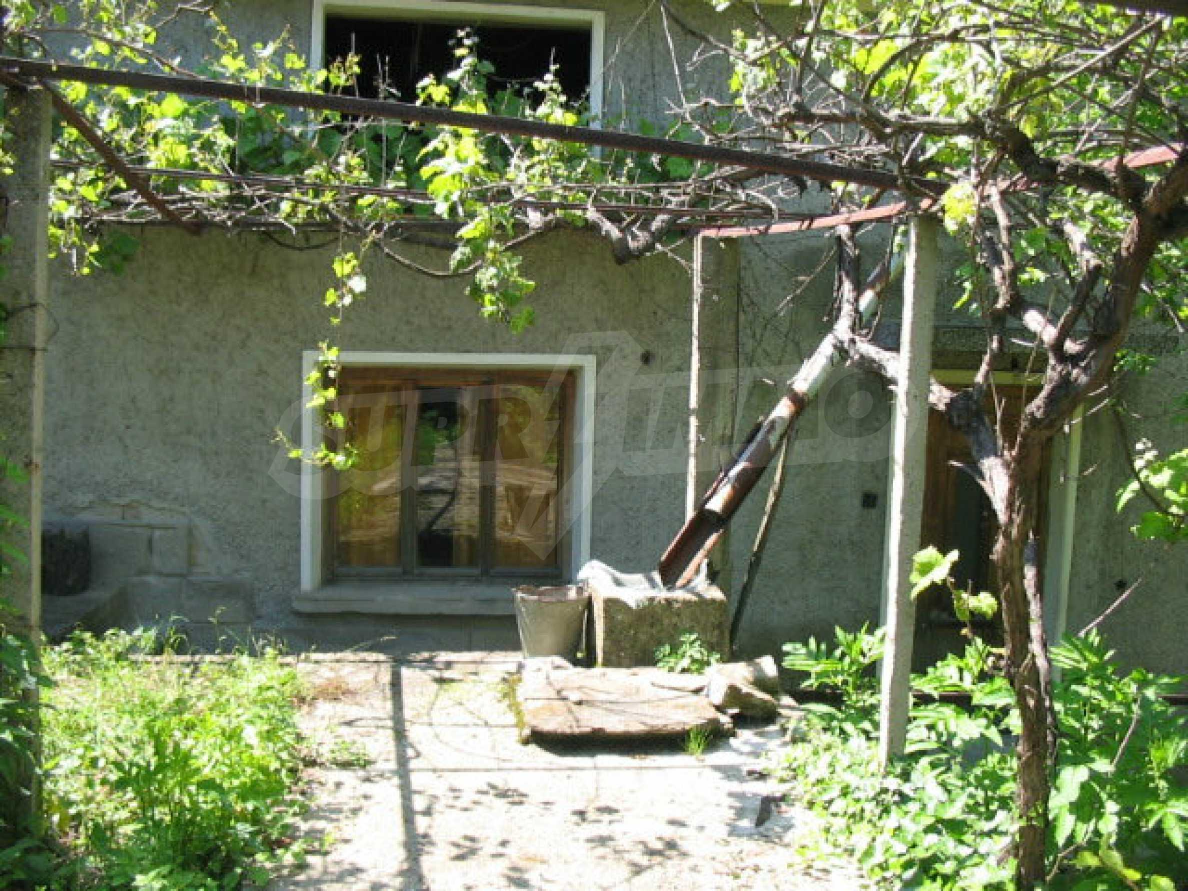 Двуетажна къща с голям двор в китно селце на 10 км. от град Габрово 26