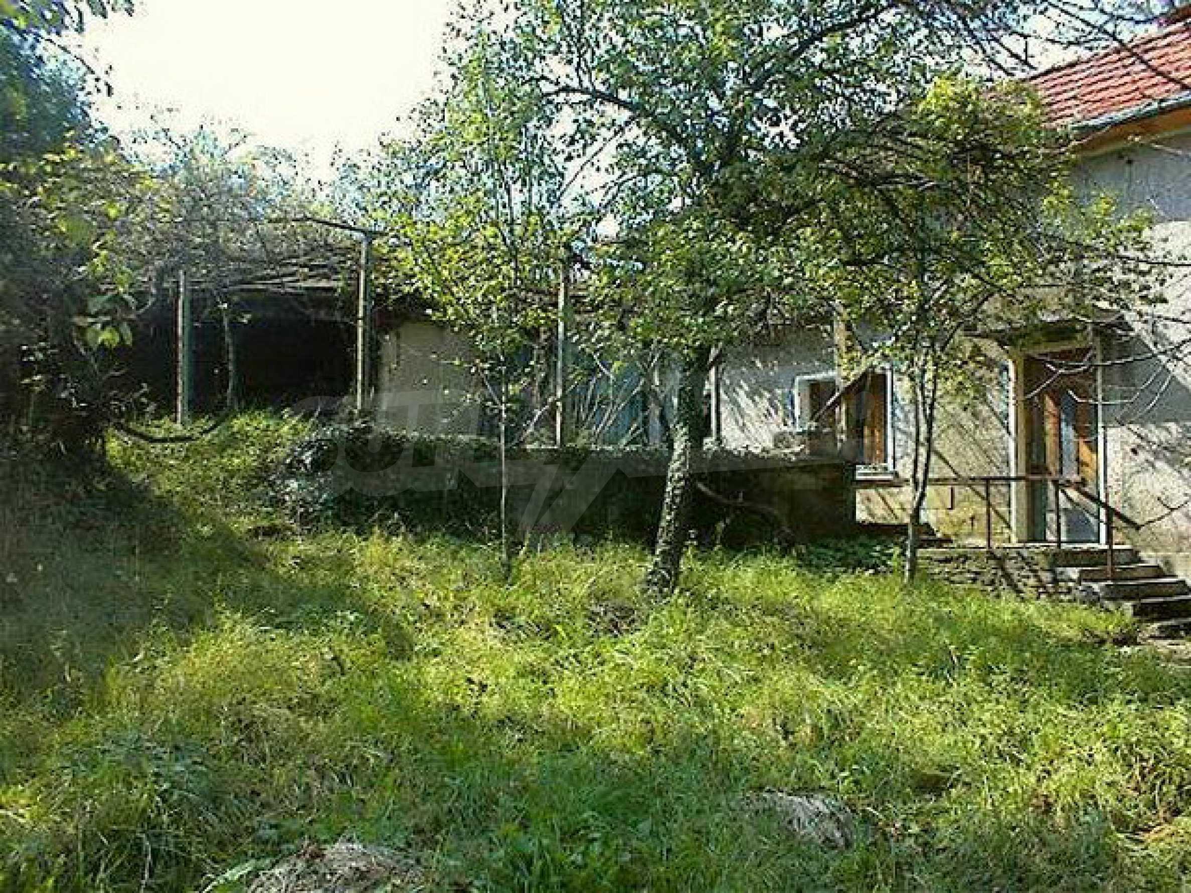 Двуетажна къща с голям двор в китно селце на 10 км. от град Габрово 2