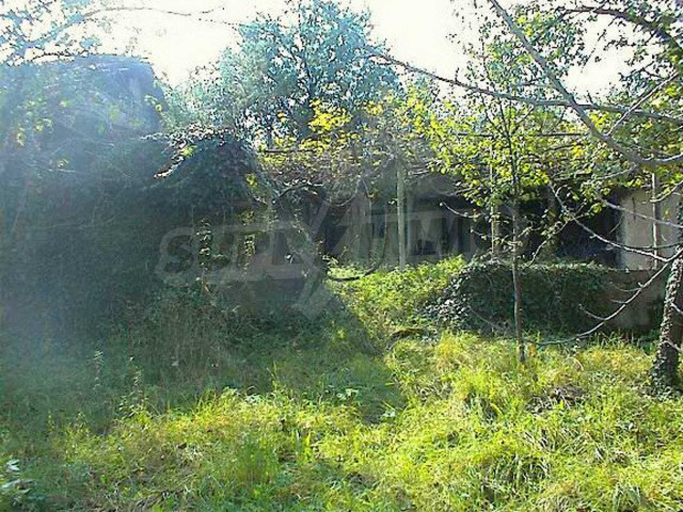 Двуетажна къща с голям двор в китно селце на 10 км. от град Габрово 4