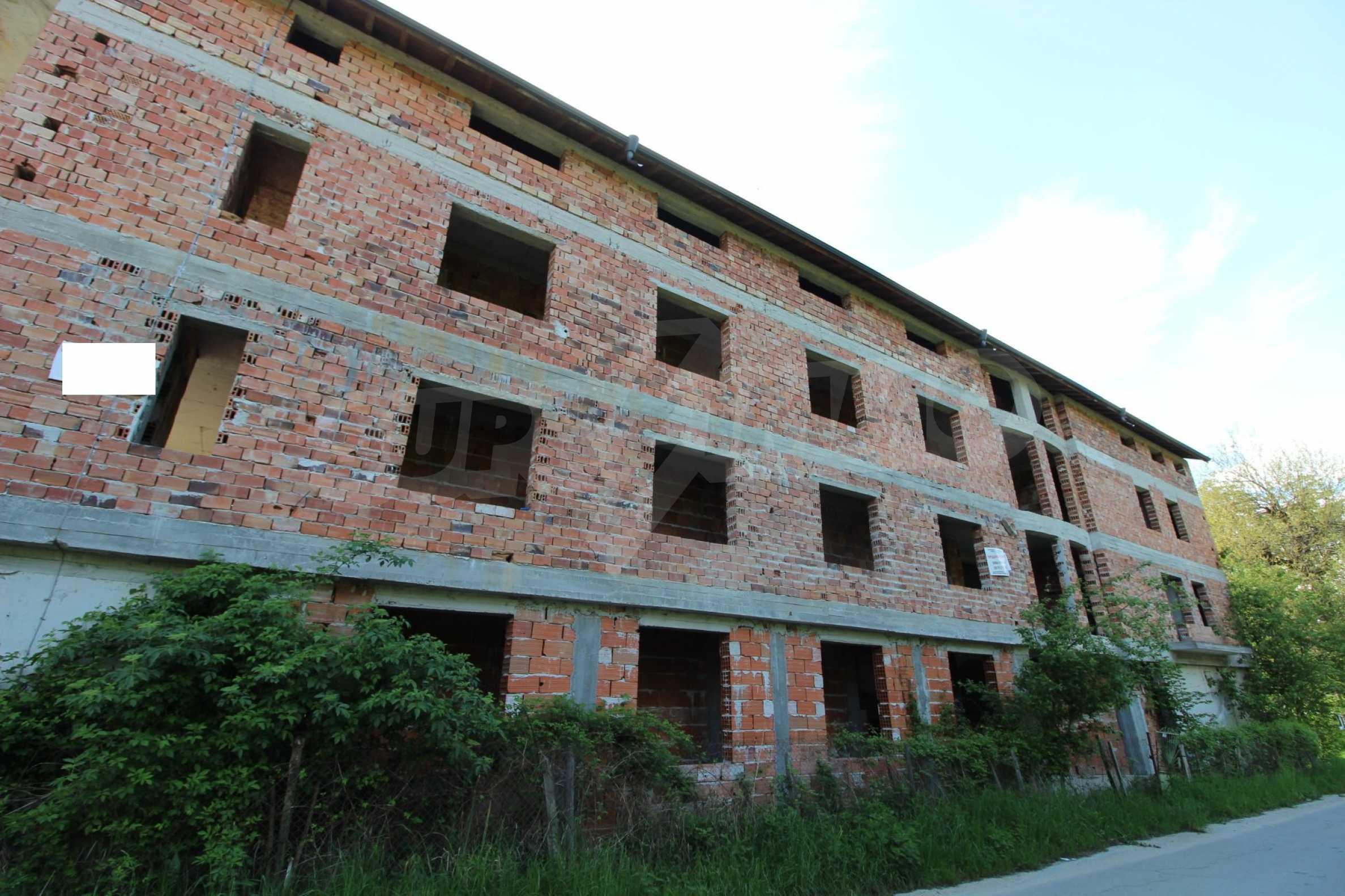 Новопостроен семеен хотел в  квартал на гр. Априлци  12