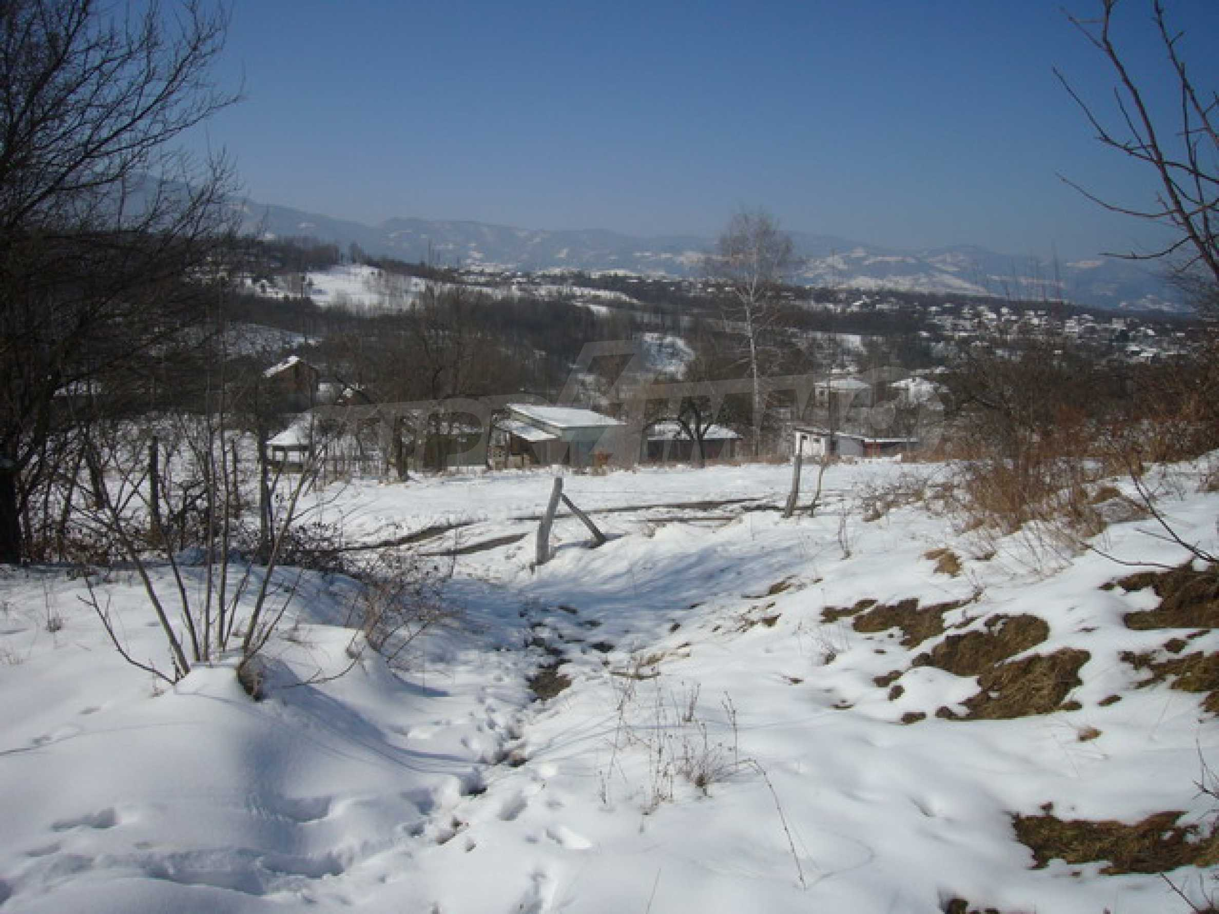 Land mit Potenzial in der Nähe von Apriltsi 4