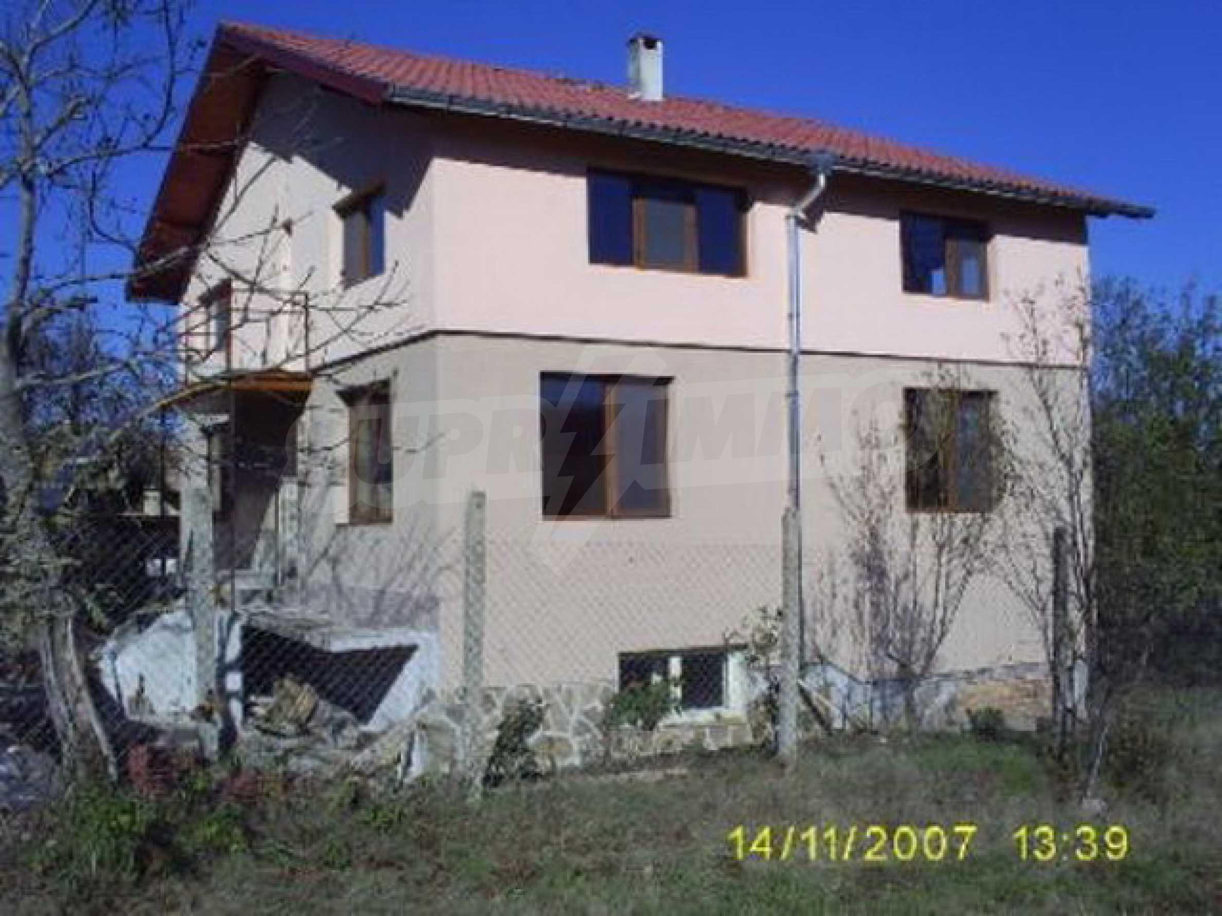 Триетажна къща, ново строителство в близост до Велико Търново