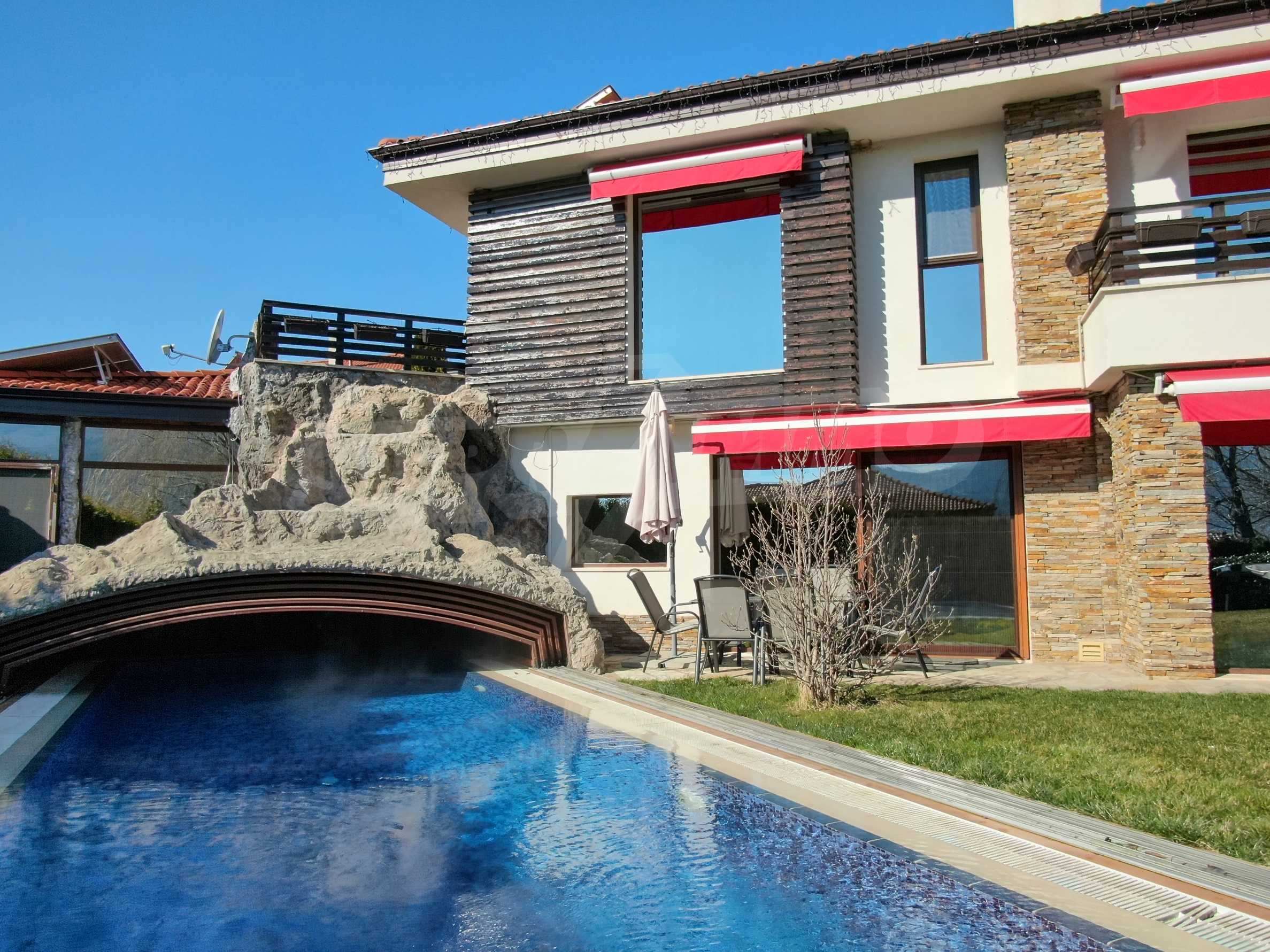 Furnished 3-bedroom property with own spa centre in the Delta Hills estate 8