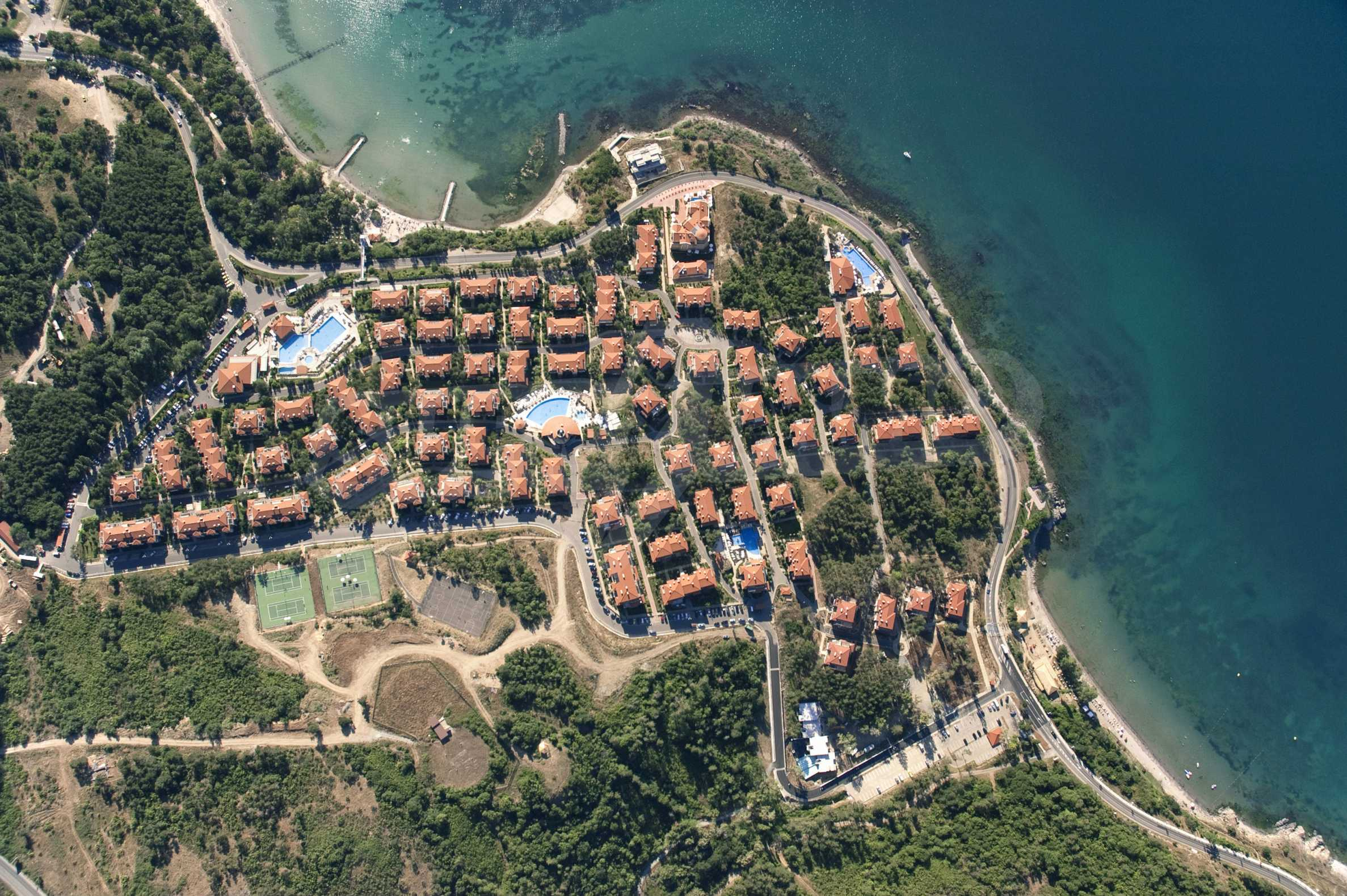 Впечатляващ комплекс с ваканционни жилища в близост до Созопол 2