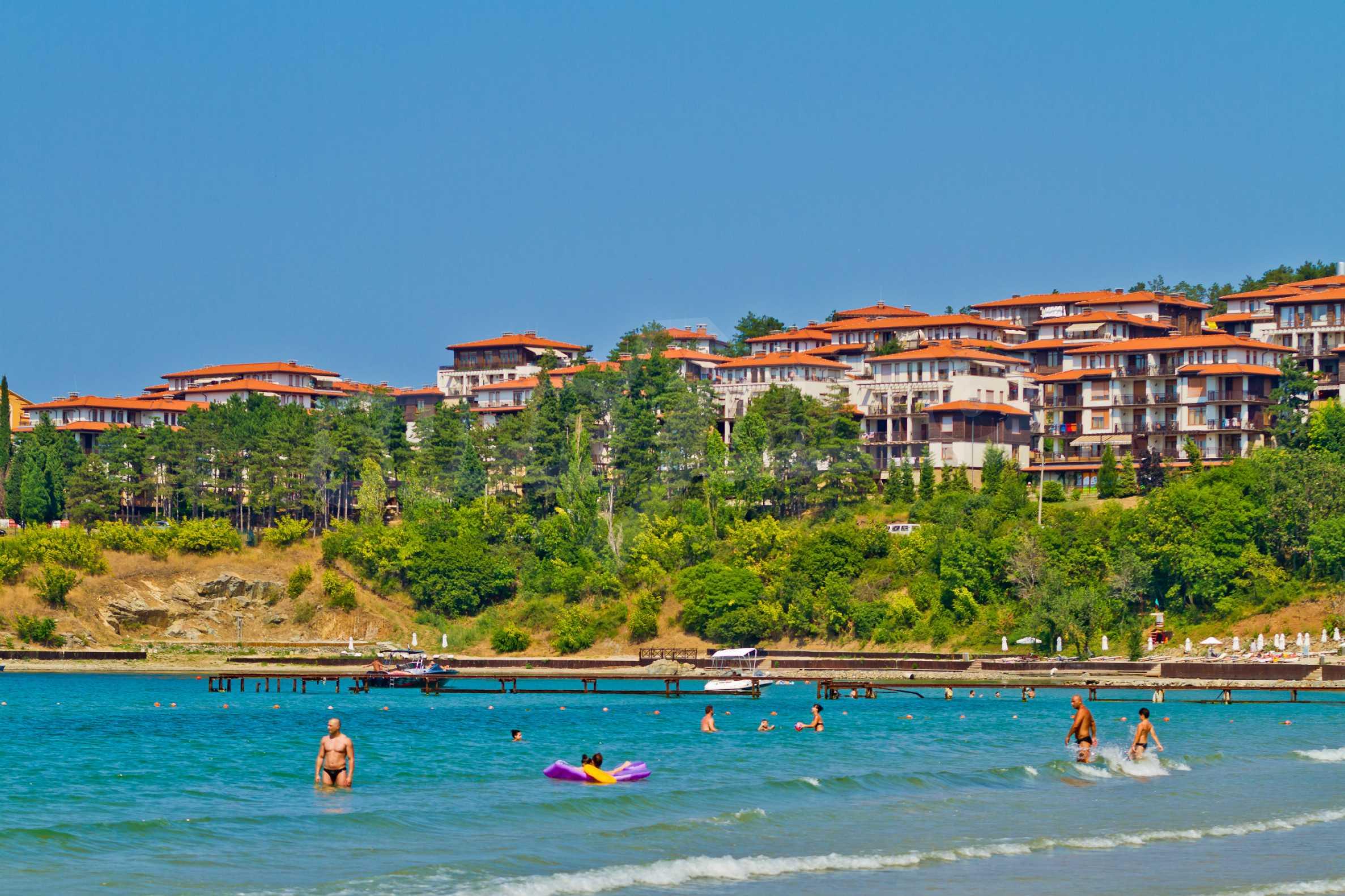 Впечатляващ комплекс с ваканционни жилища в близост до Созопол 25