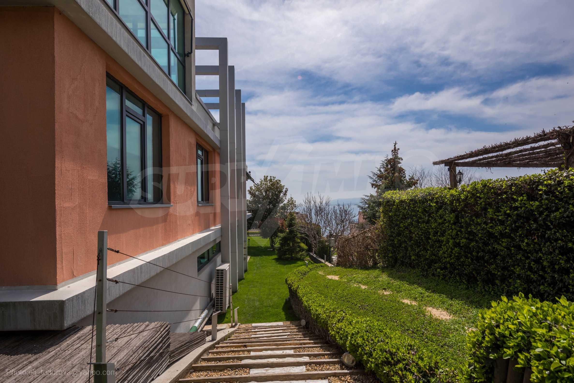 Луксозна къща с неповторима морска панорама в м-т Св. Никола 46