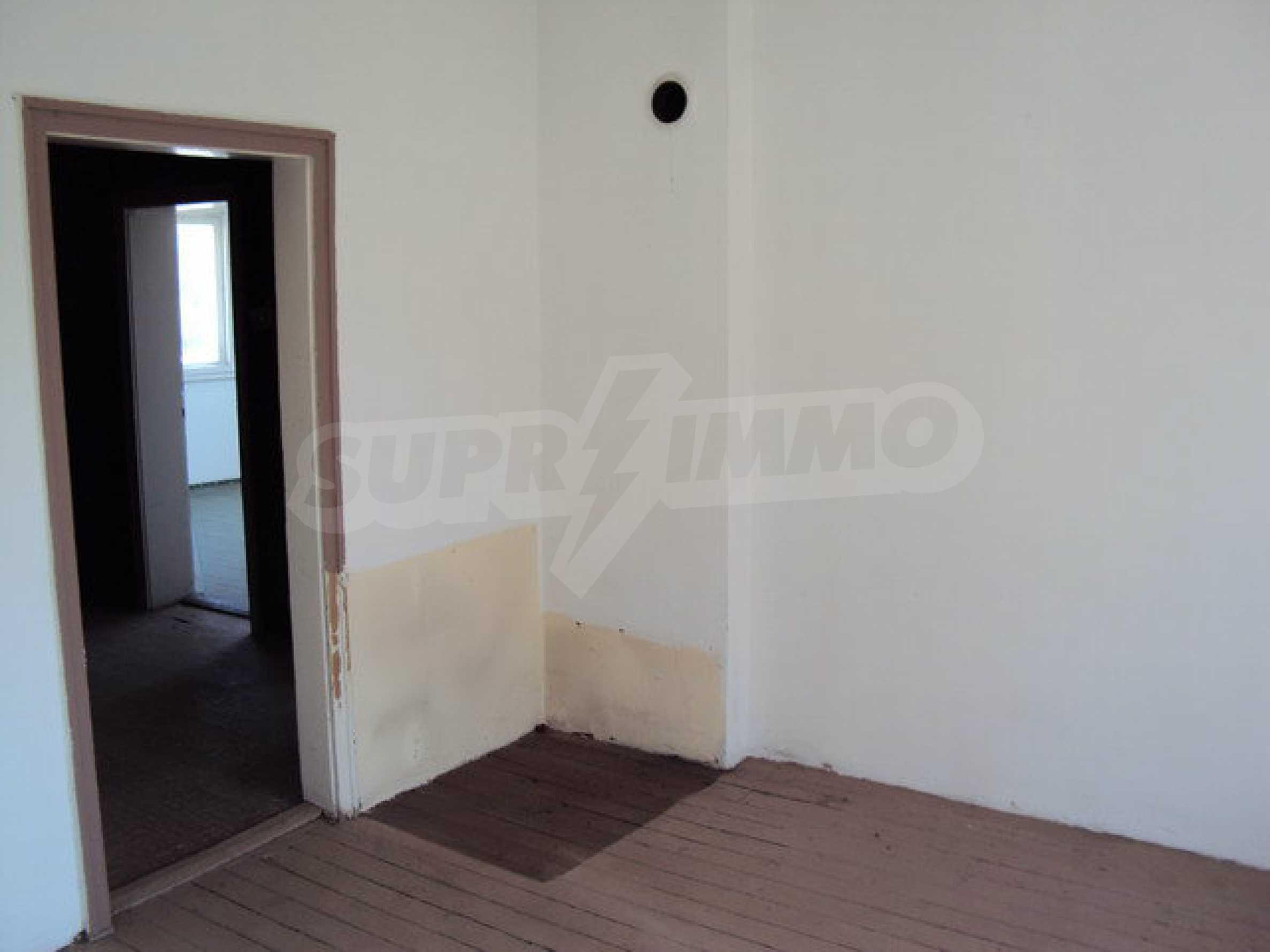 Spacious house with a yard, garage and additional building Dryanovo 13