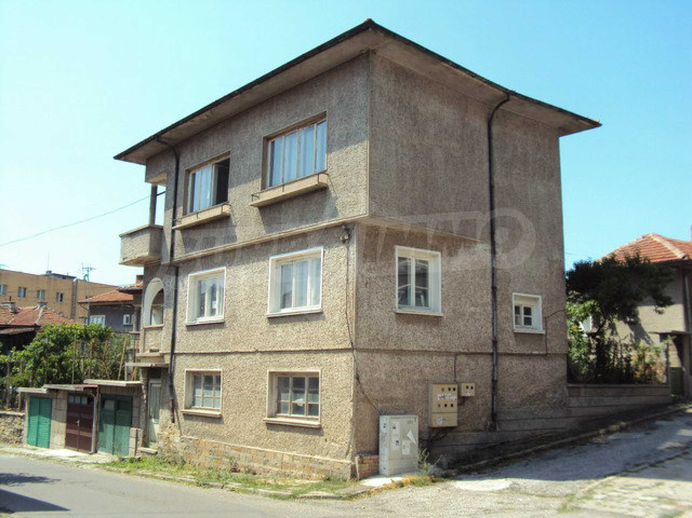 Spacious house with a yard, garage and additional building Dryanovo 31