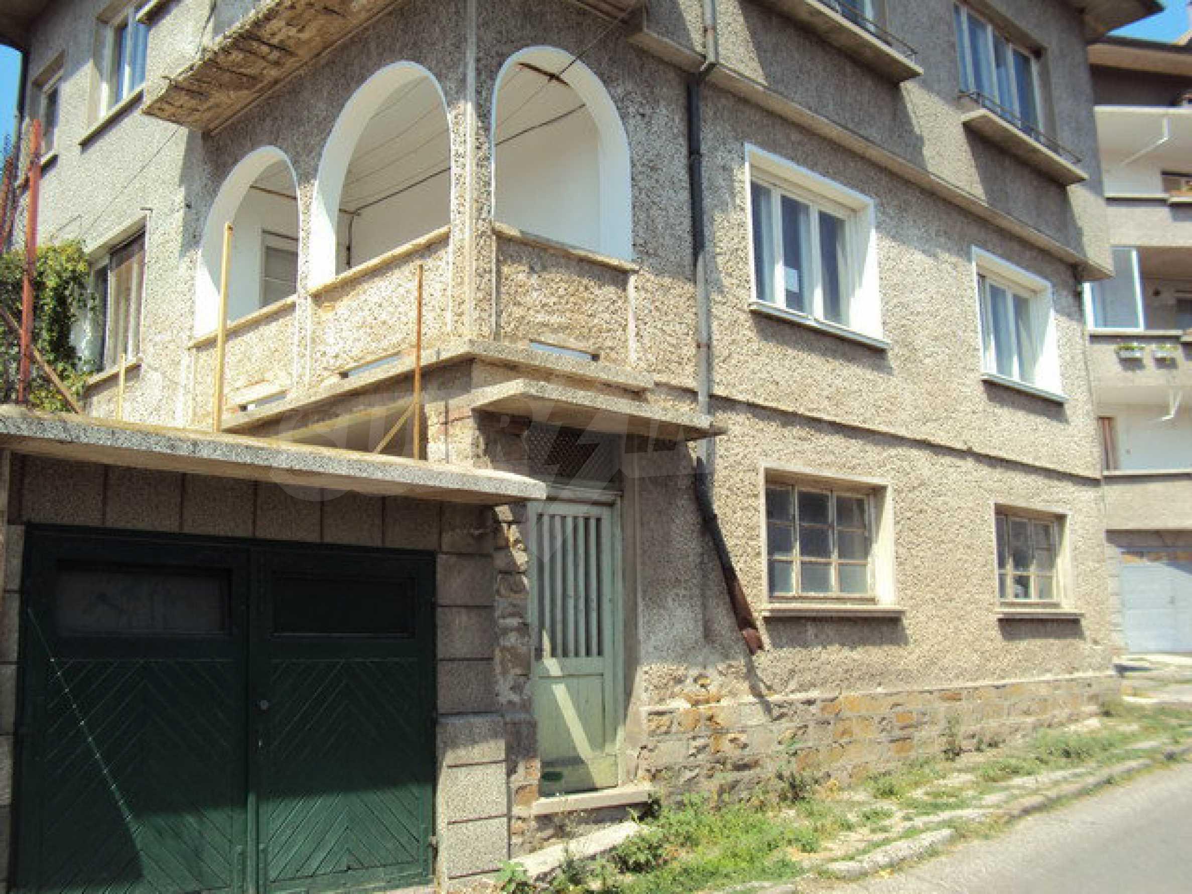 Spacious house with a yard, garage and additional building Dryanovo 33