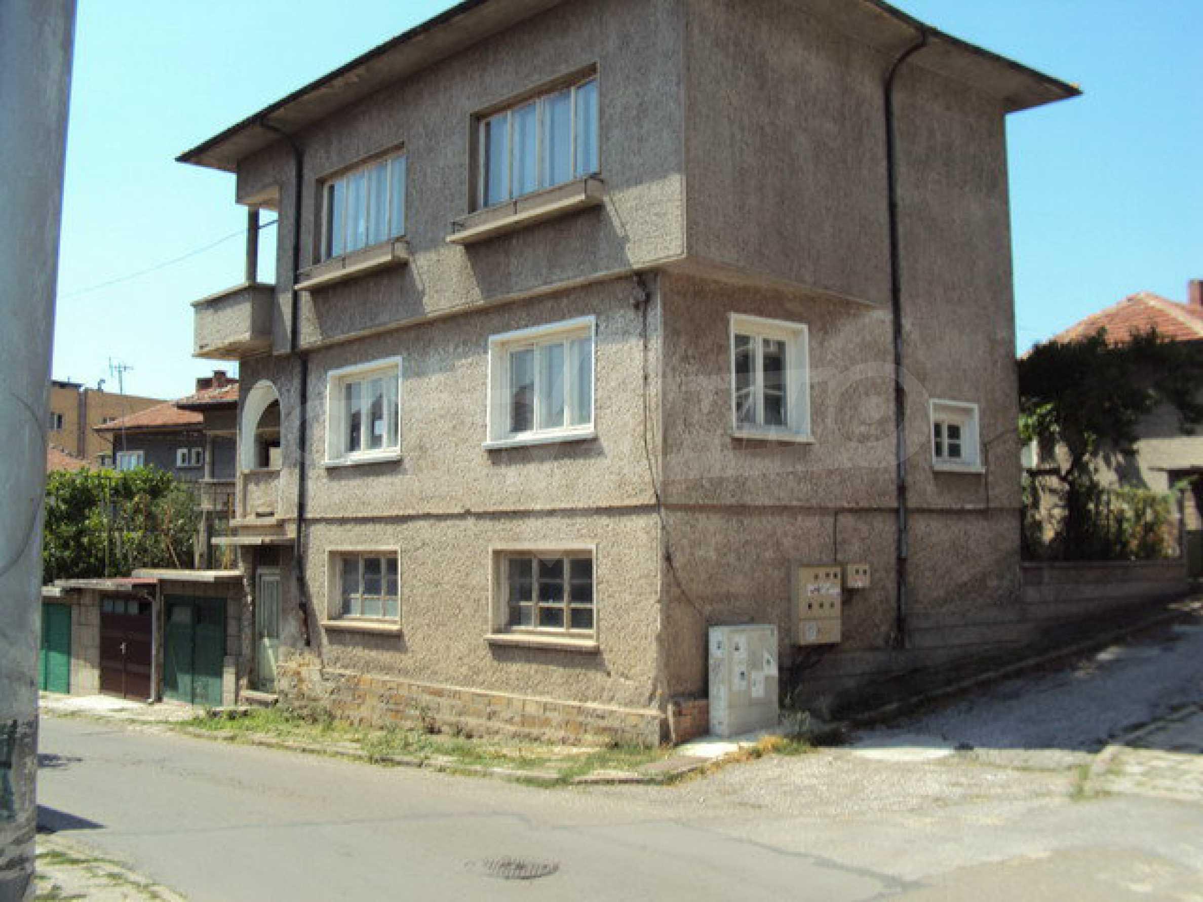 Spacious house with a yard, garage and additional building Dryanovo 36