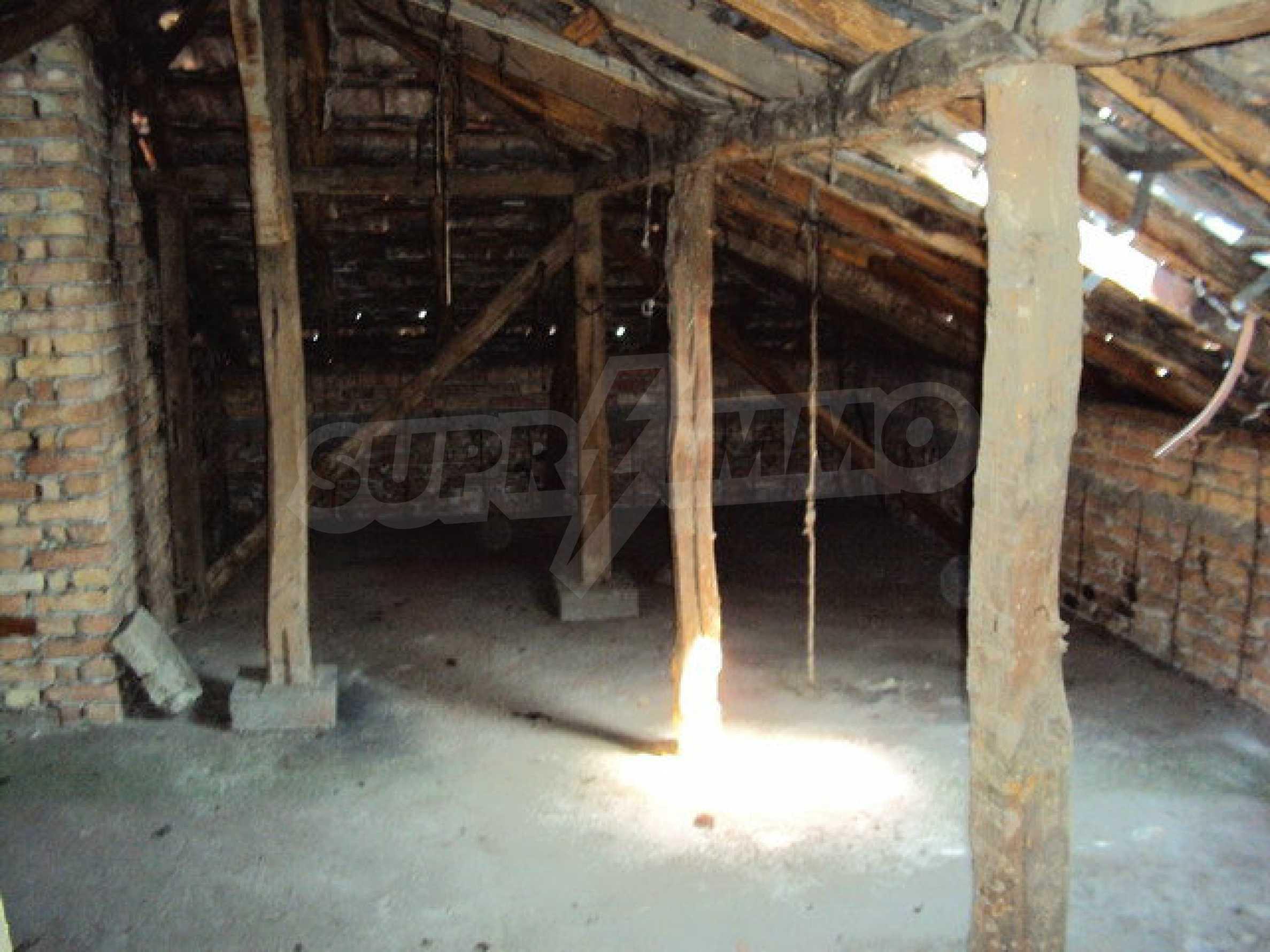 Spacious house with a yard, garage and additional building Dryanovo 37