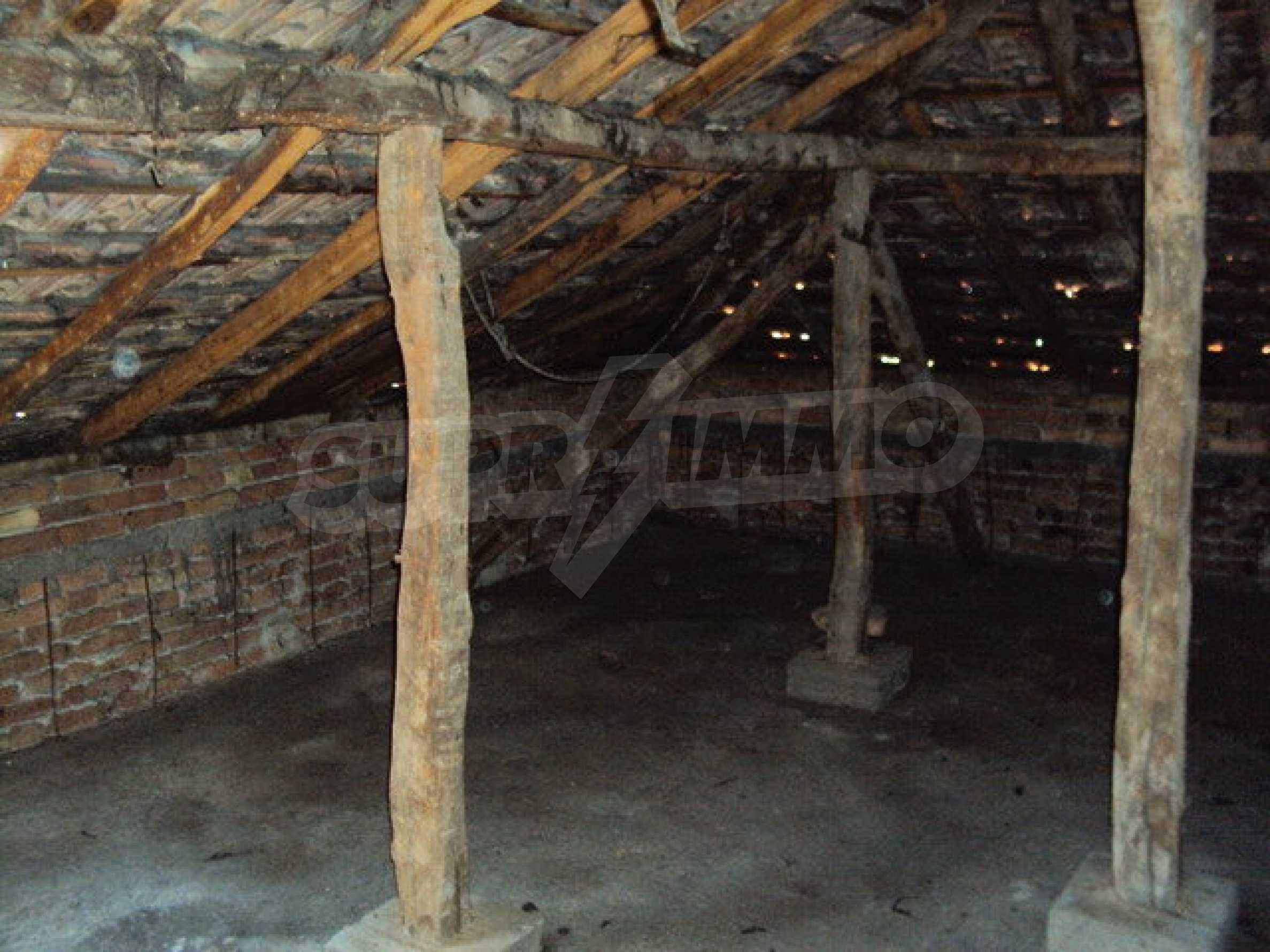 Spacious house with a yard, garage and additional building Dryanovo 5
