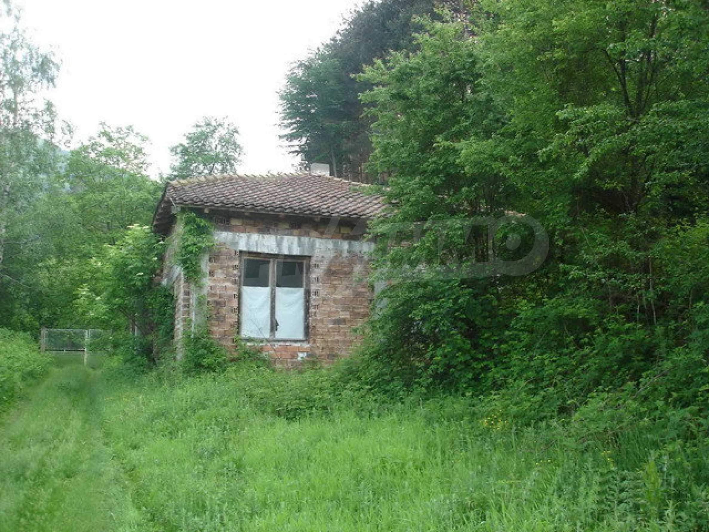 Двуетажна къща на груб строеж в Арилци 1