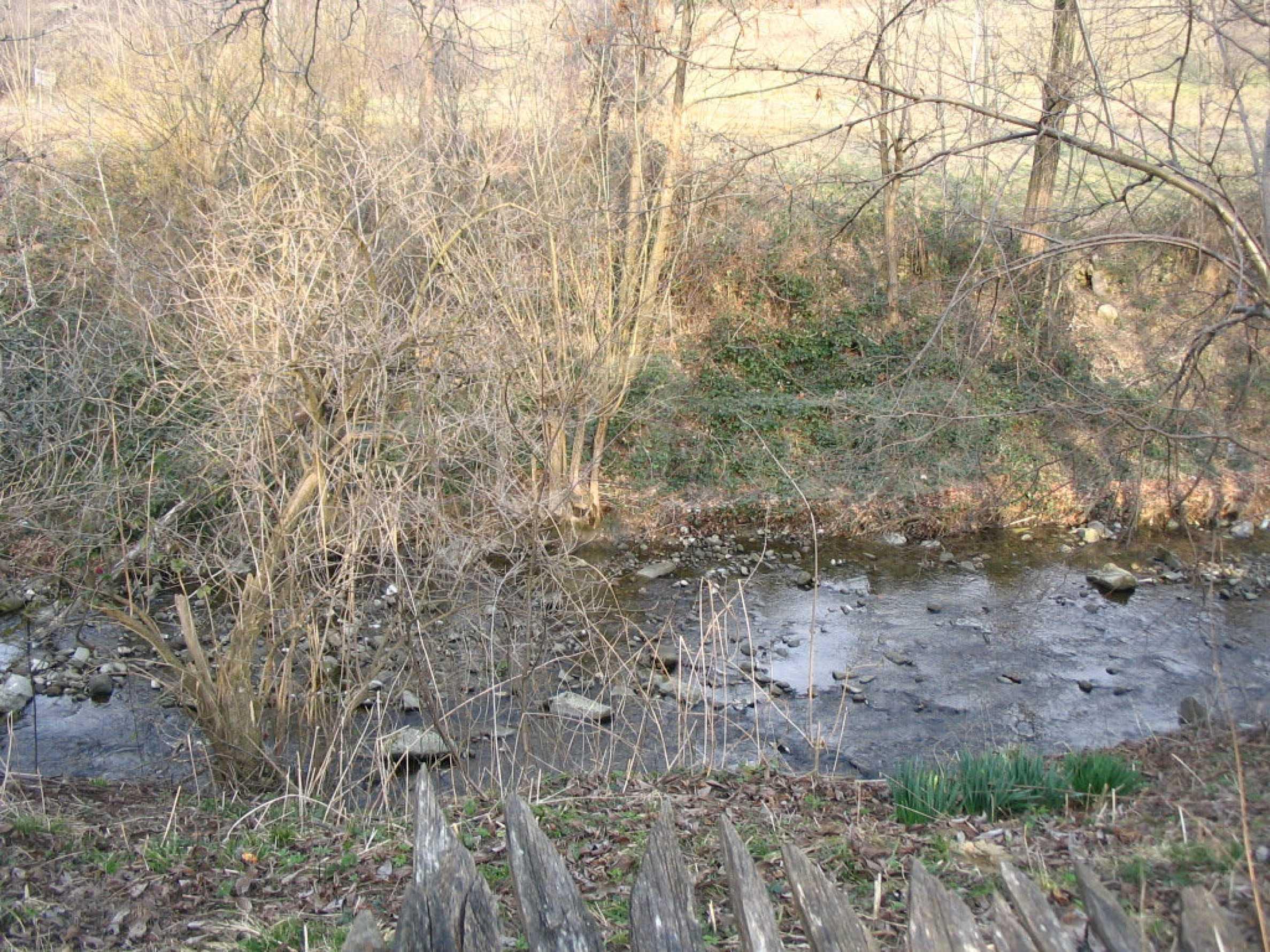 Großes Grundstück an einem Fluss 6