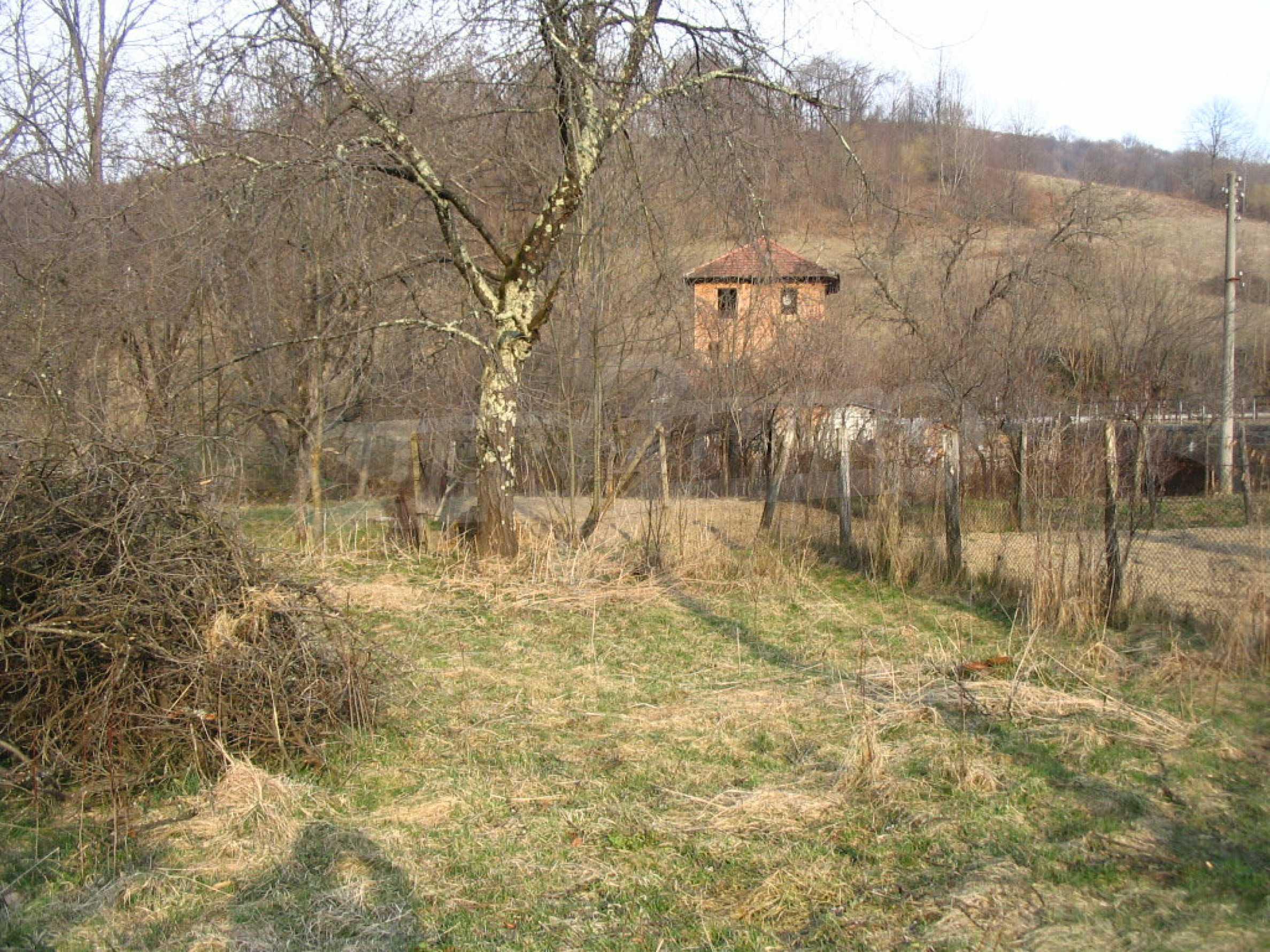 Großes Grundstück an einem Fluss 8