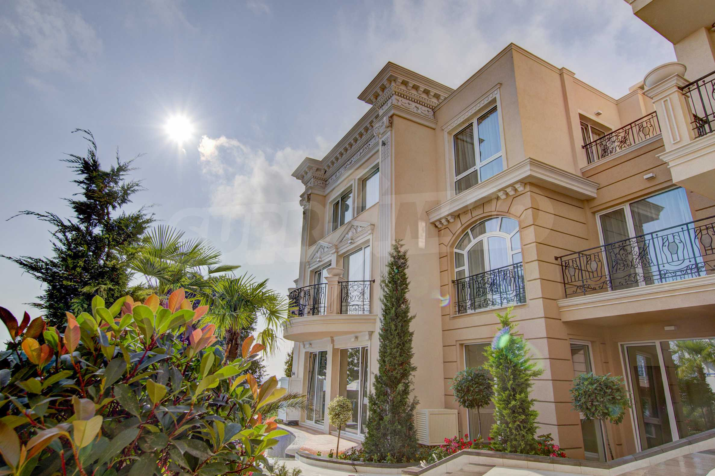 Luxurious apartment with sea views in Belle Époque remarkable residence by Central Beach 2