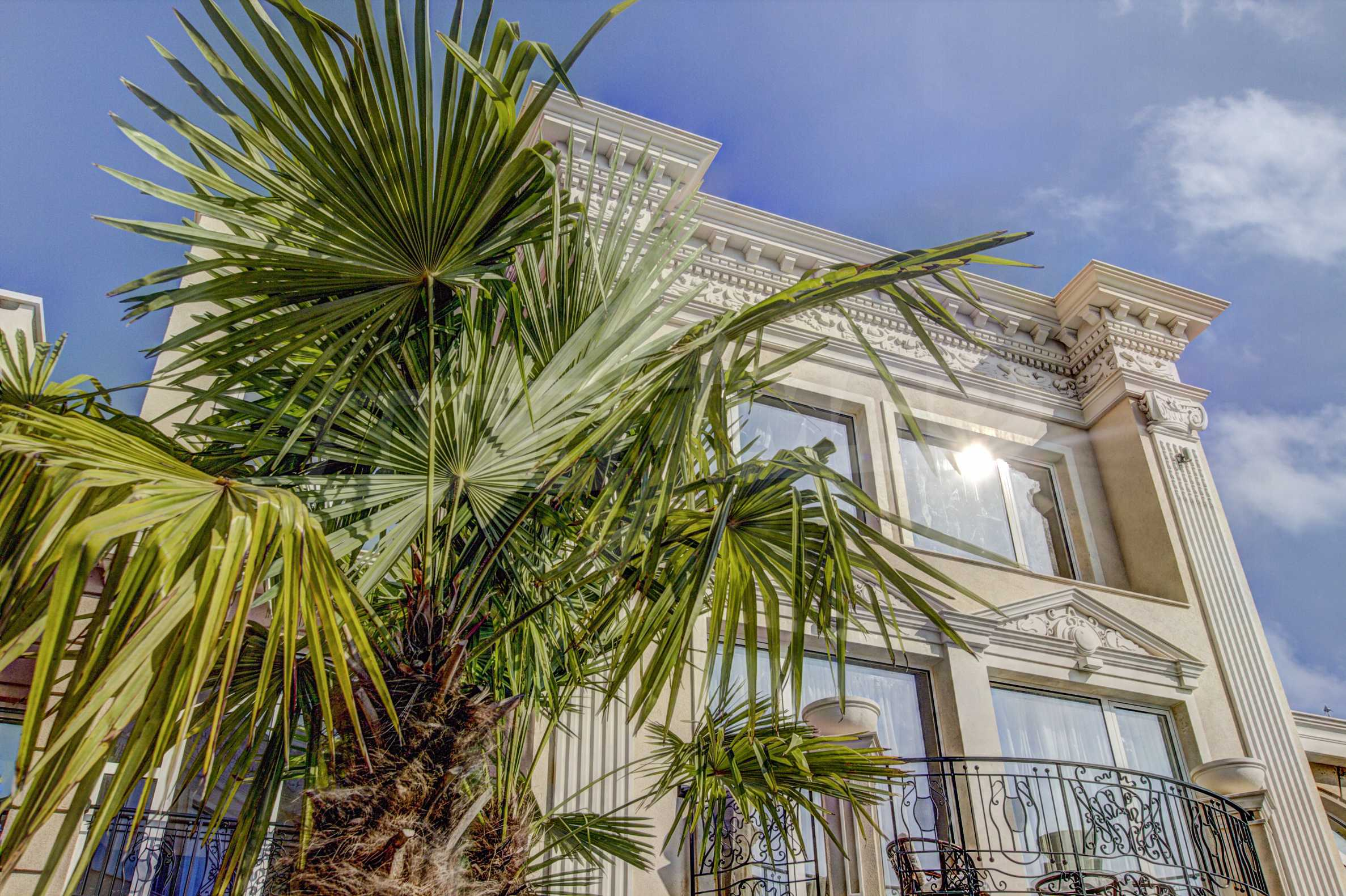Luxurious apartment with sea views in Belle Époque remarkable residence by Central Beach 1