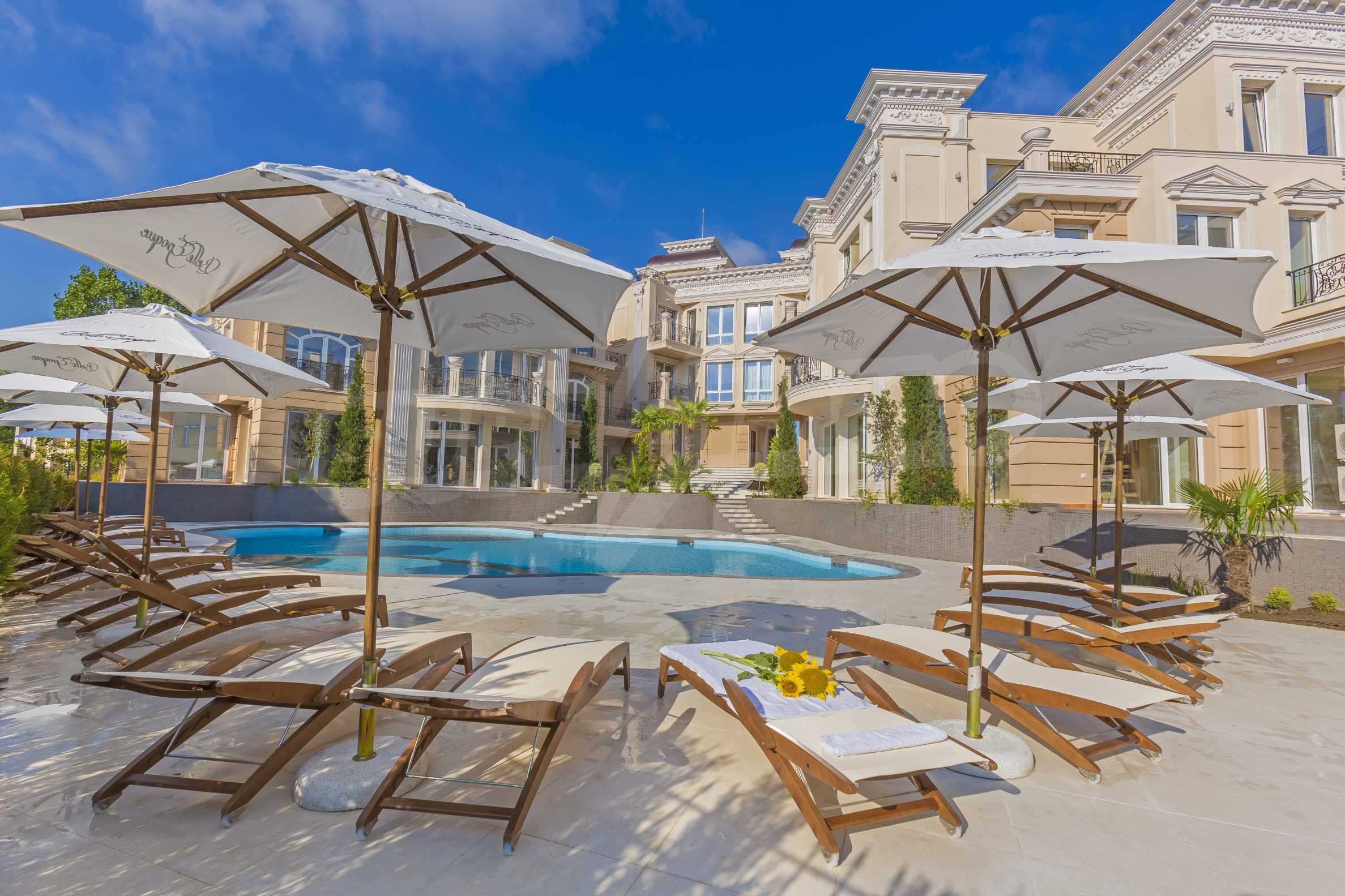 Luxurious apartment with sea views in Belle Époque remarkable residence by Central Beach 4