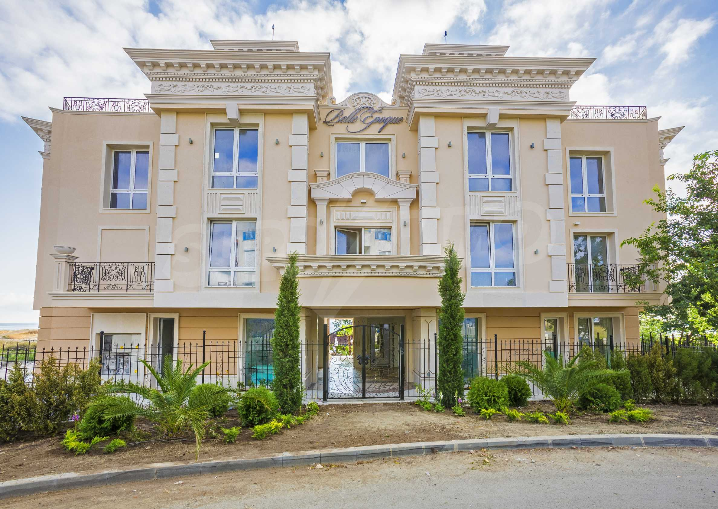 Luxurious apartment with sea views in Belle Époque remarkable residence by Central Beach 43