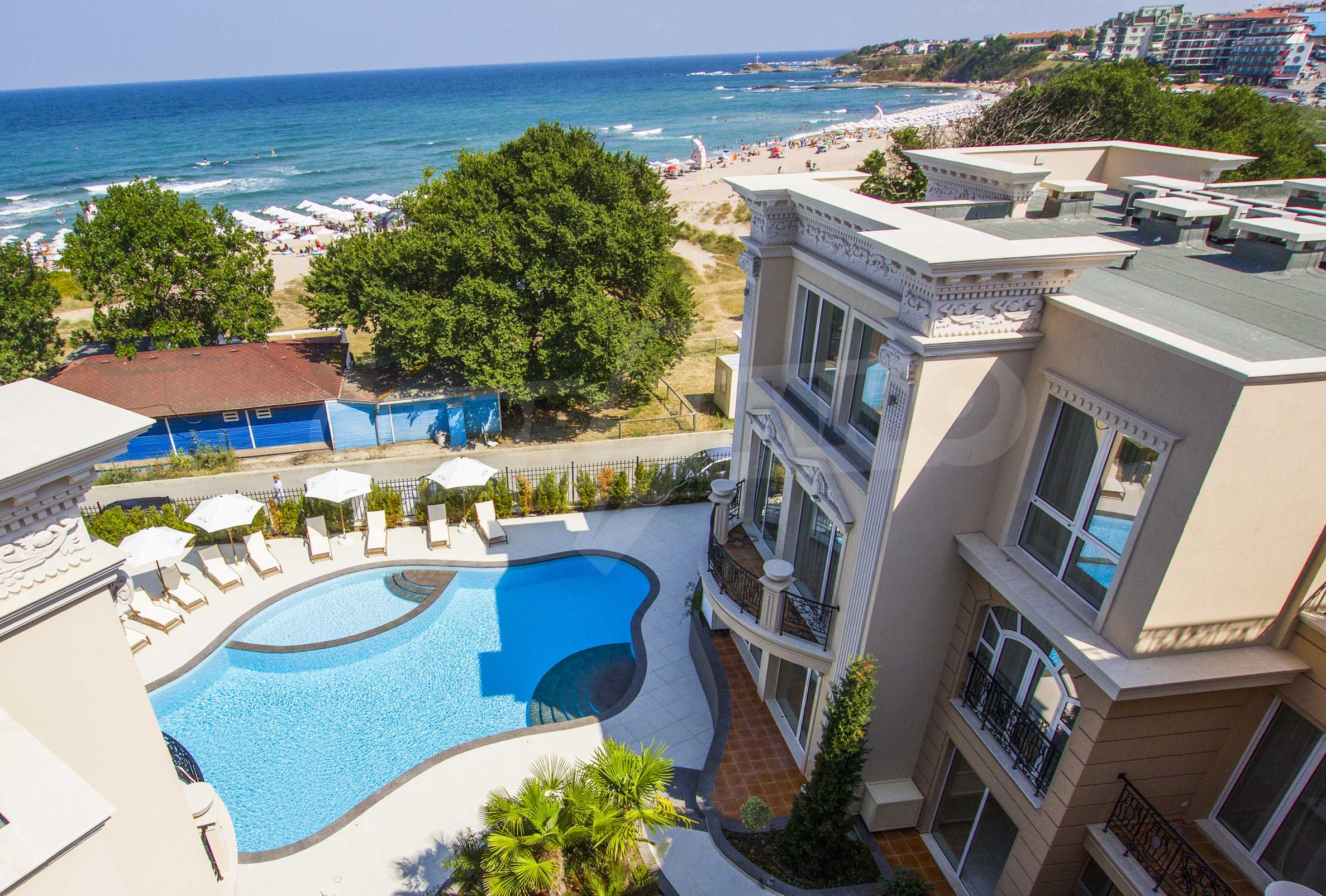 Luxurious apartment with sea views in Belle Époque remarkable residence by Central Beach 45