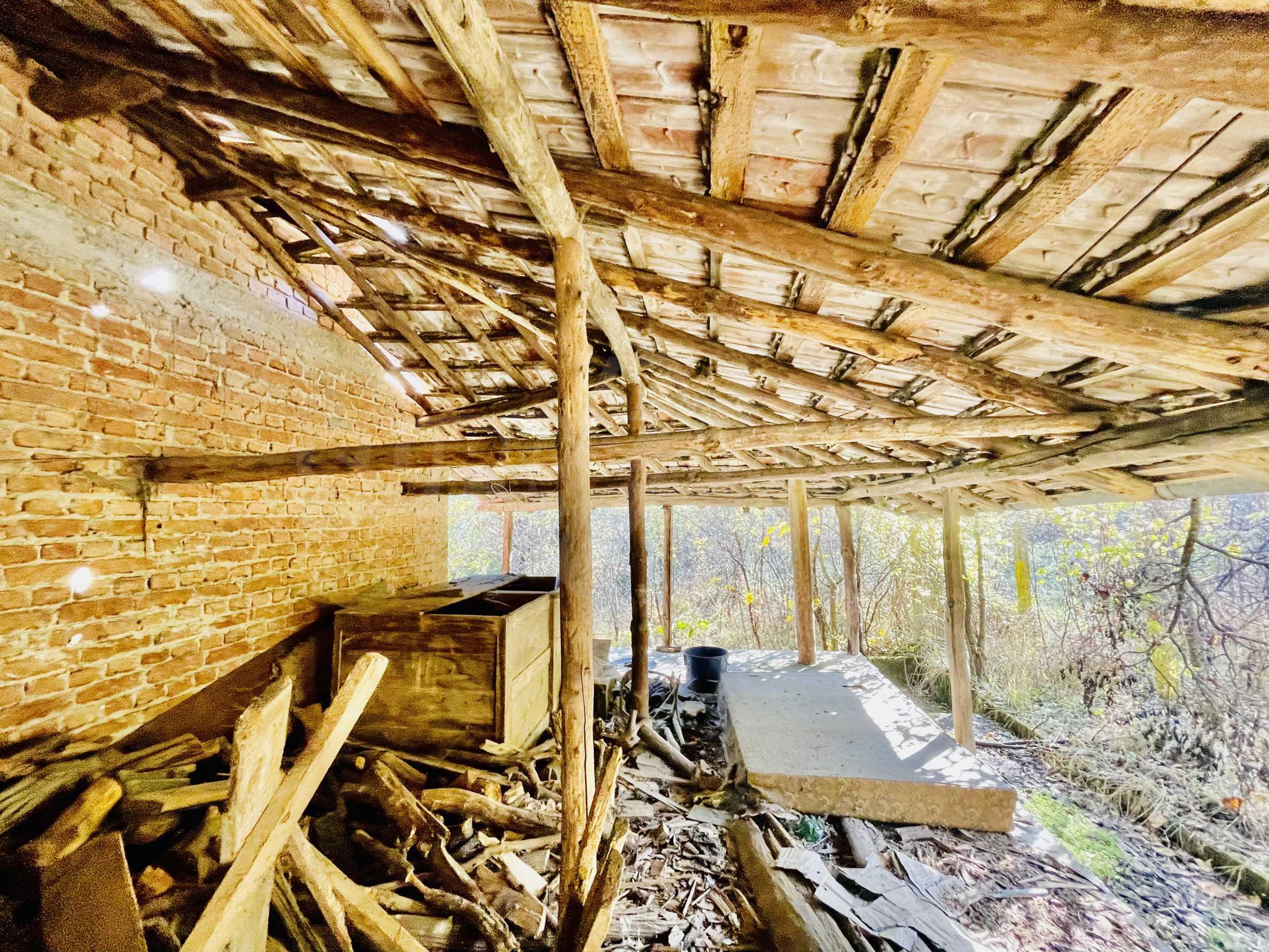Zweistöckiges Haus in einem Dorf mit Mineralquellen und Fluss 14
