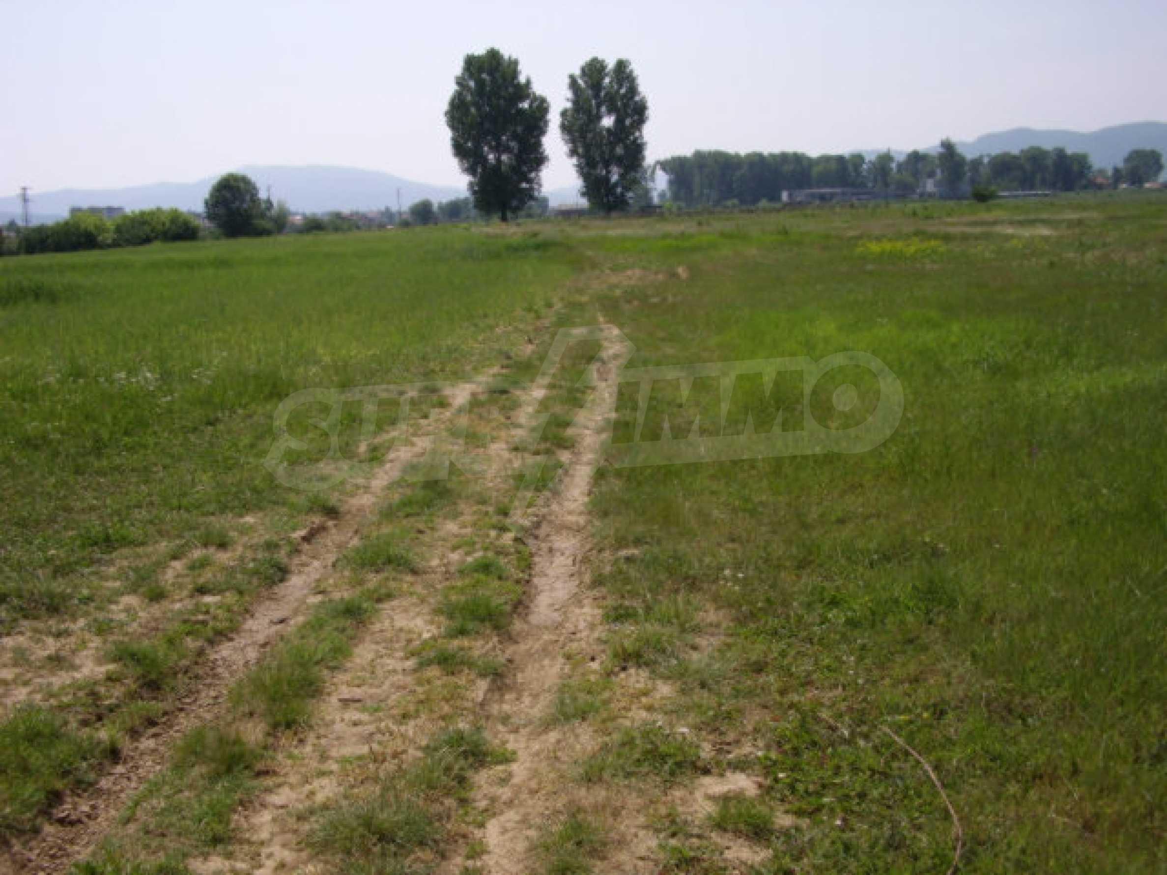 Земеделска земя в гр. Ихтиман 3