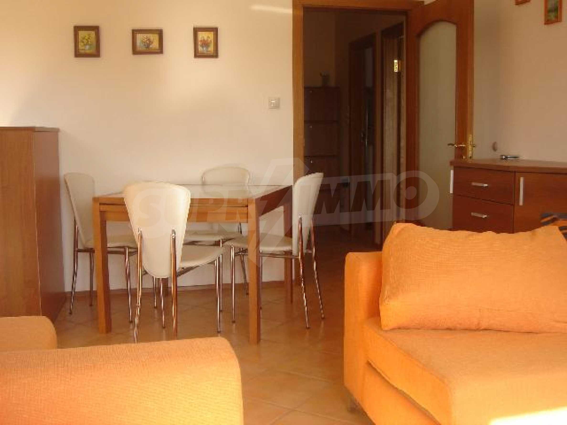 Луксозно обзаведен двустаен апартамент в идеален център 2