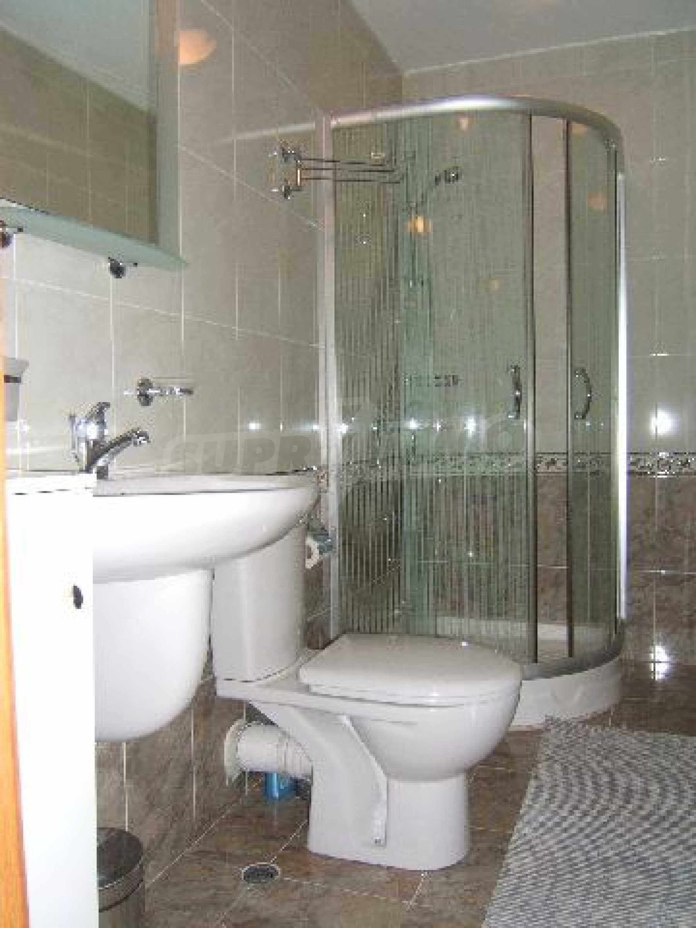 Луксозно обзаведен двустаен апартамент в идеален център 8