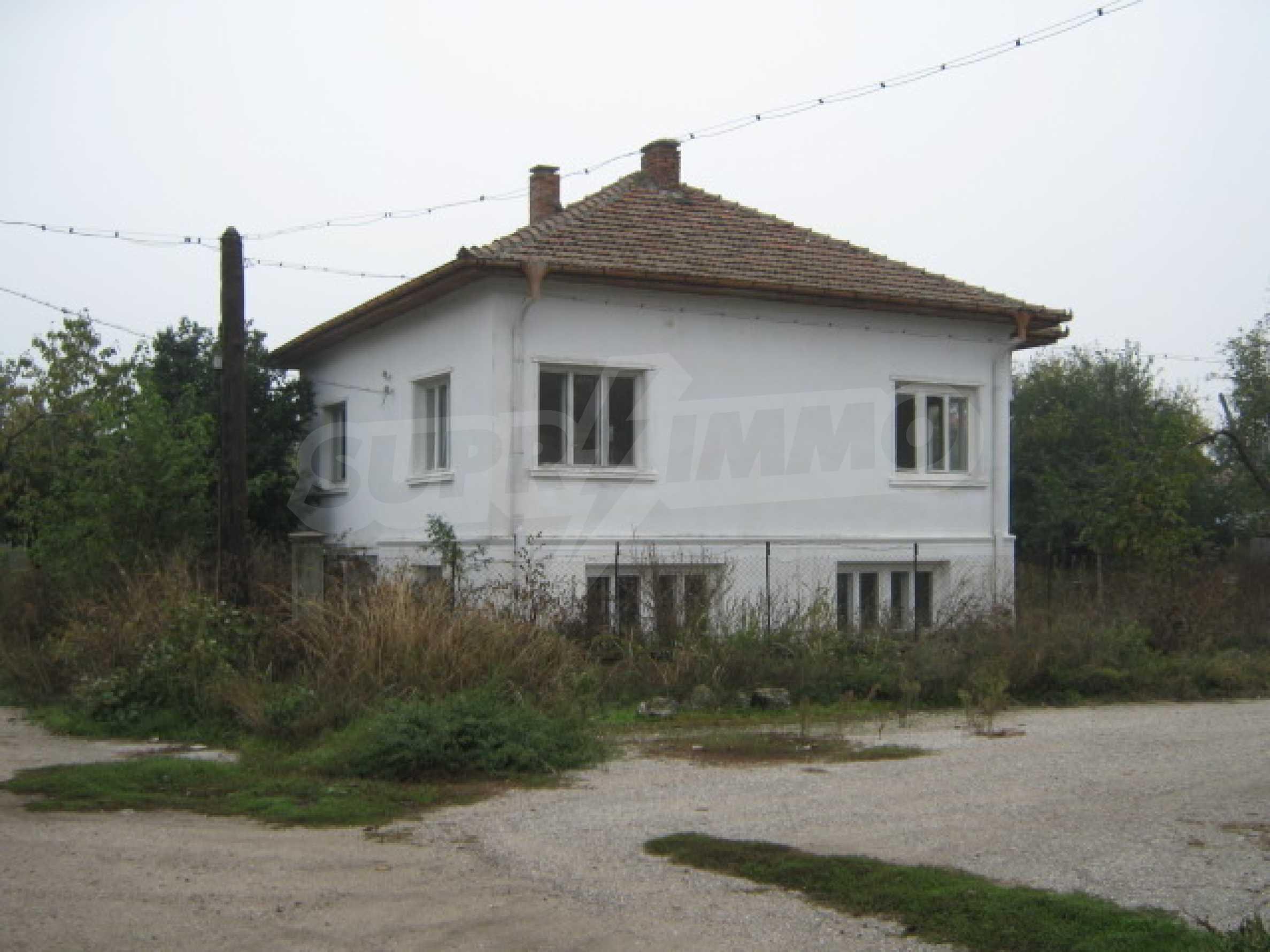 Haus in einem malerischen Dorf an der Küste des Flusses Donau 18