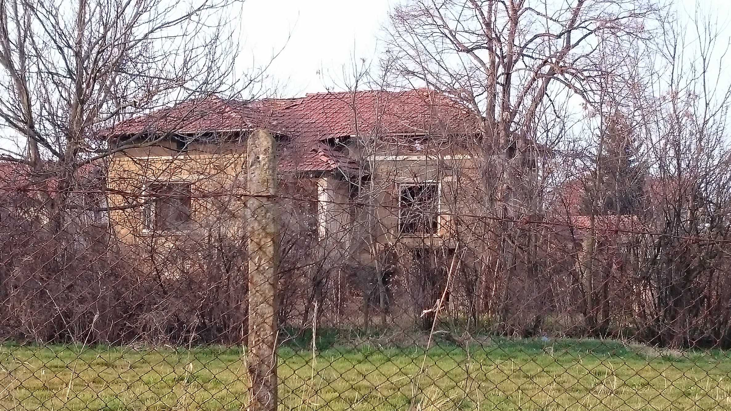 Rural house with yard 5 min drive from Lovech 38