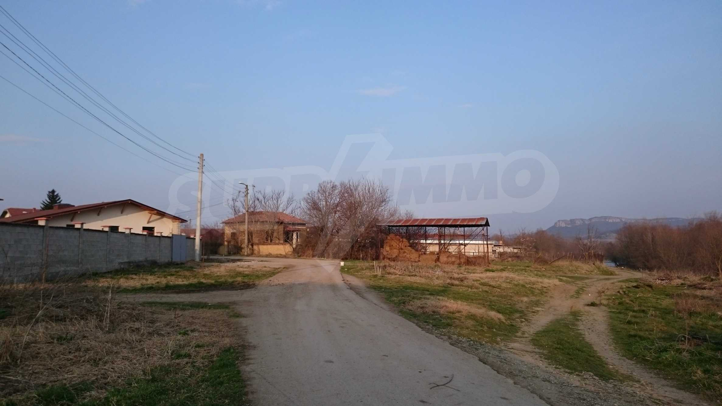 Rural house with yard 5 min drive from Lovech 53
