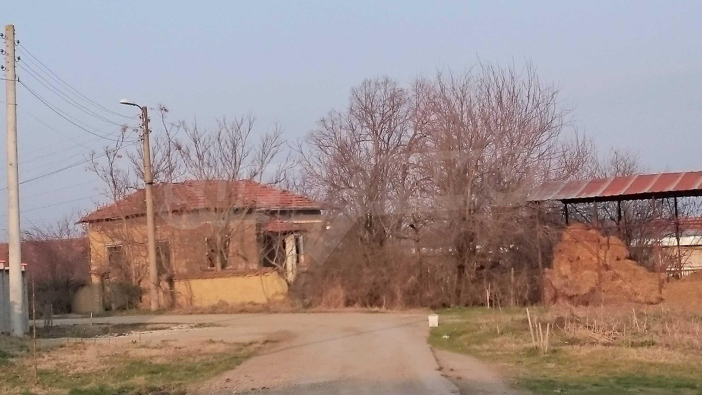 Спокоен селски имот на 5 минути с кола до гр. Ловеч 54
