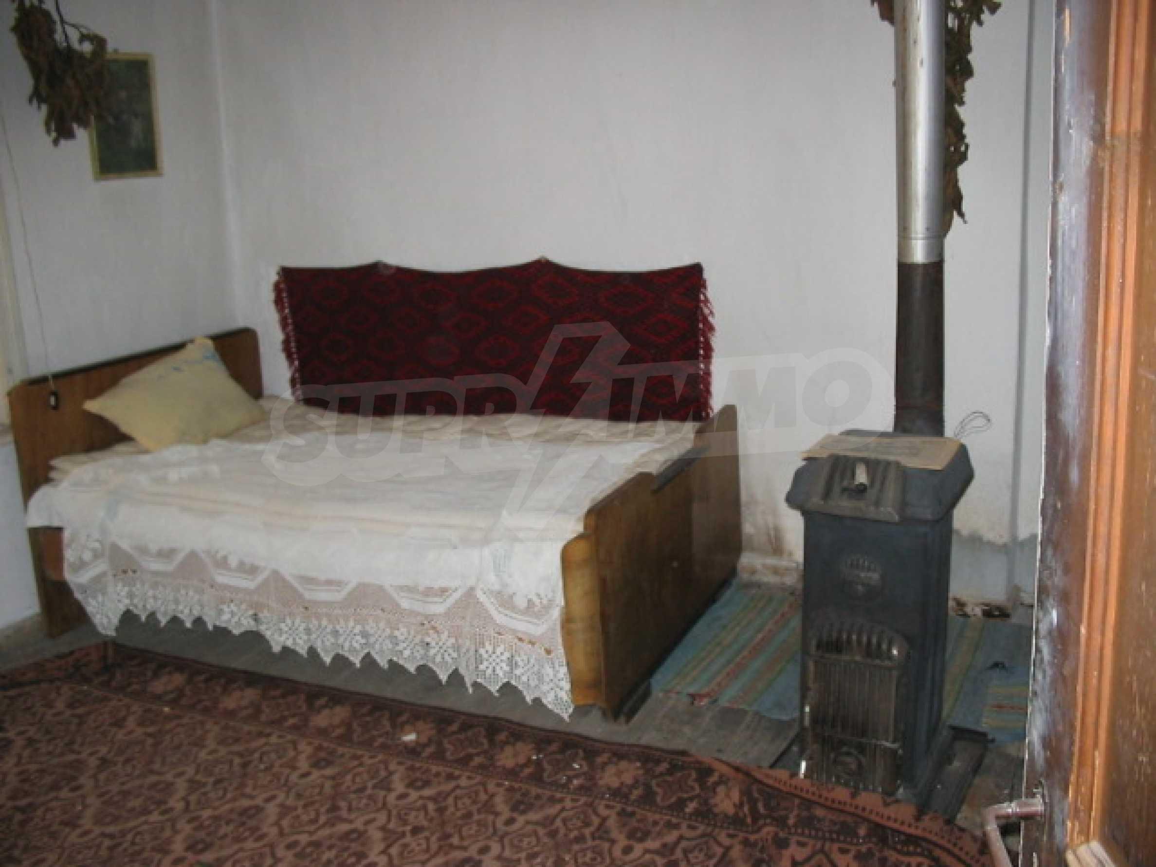 Масивна къща в село близо до  Велико Търново 9