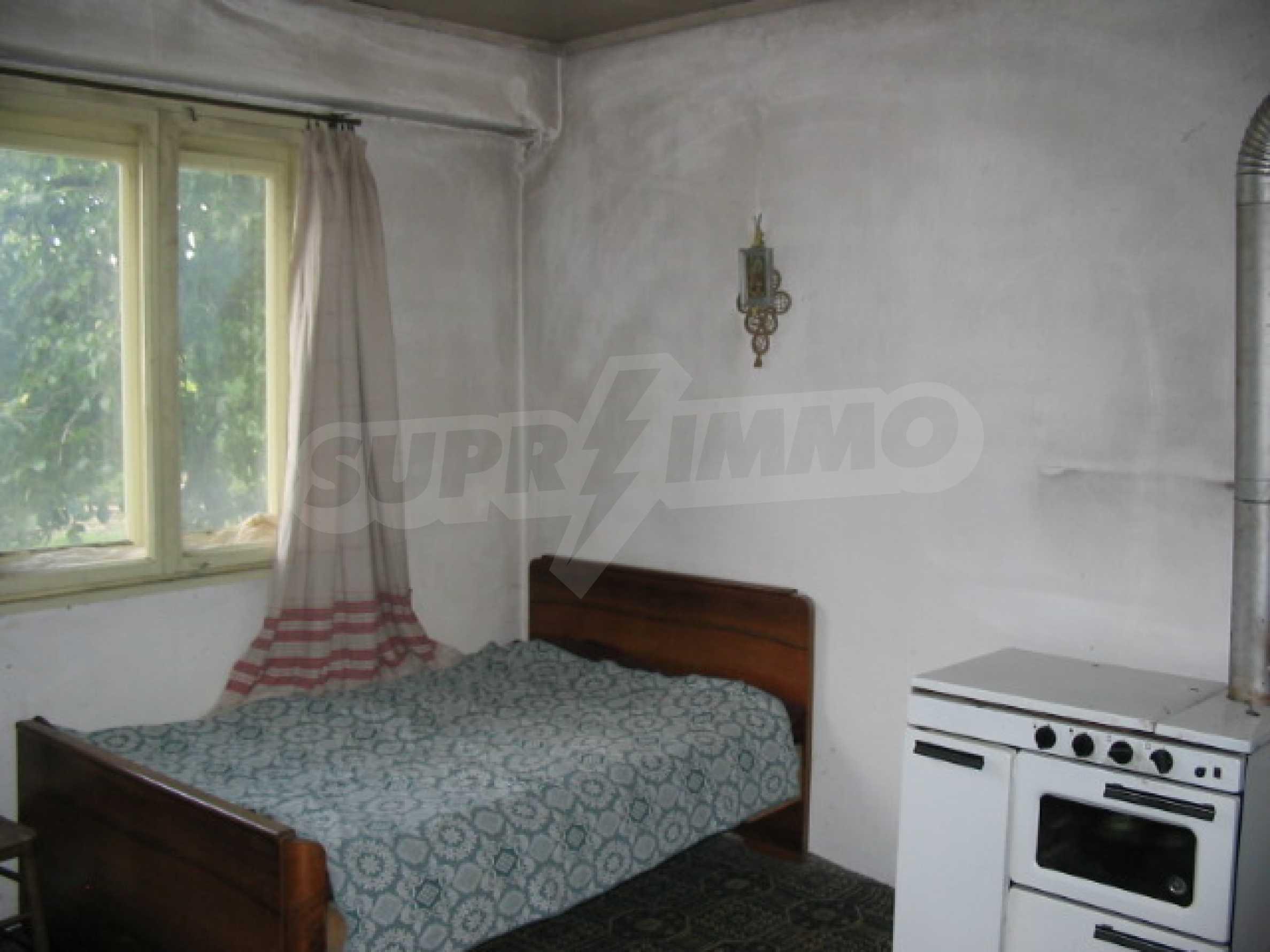Масивна къща в село близо до  Велико Търново 10