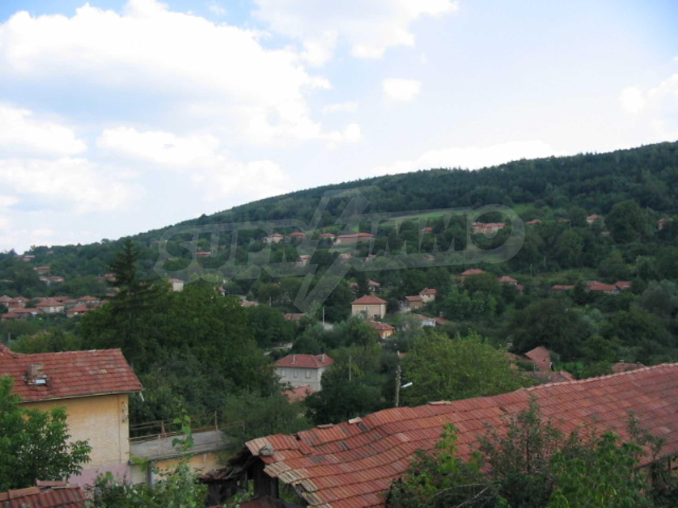 Масивна къща в село близо до  Велико Търново 13