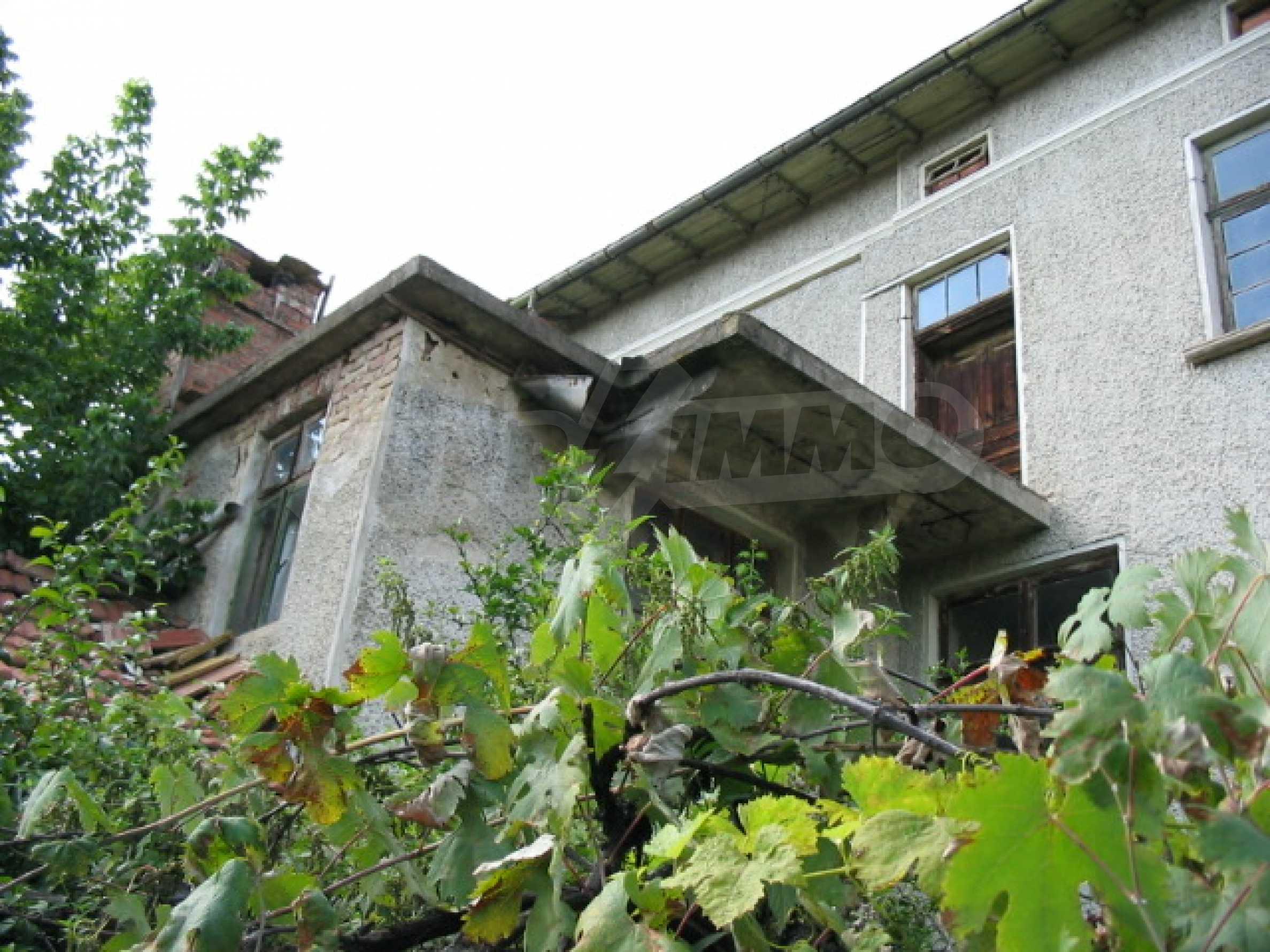 Масивна къща в село близо до  Велико Търново 1