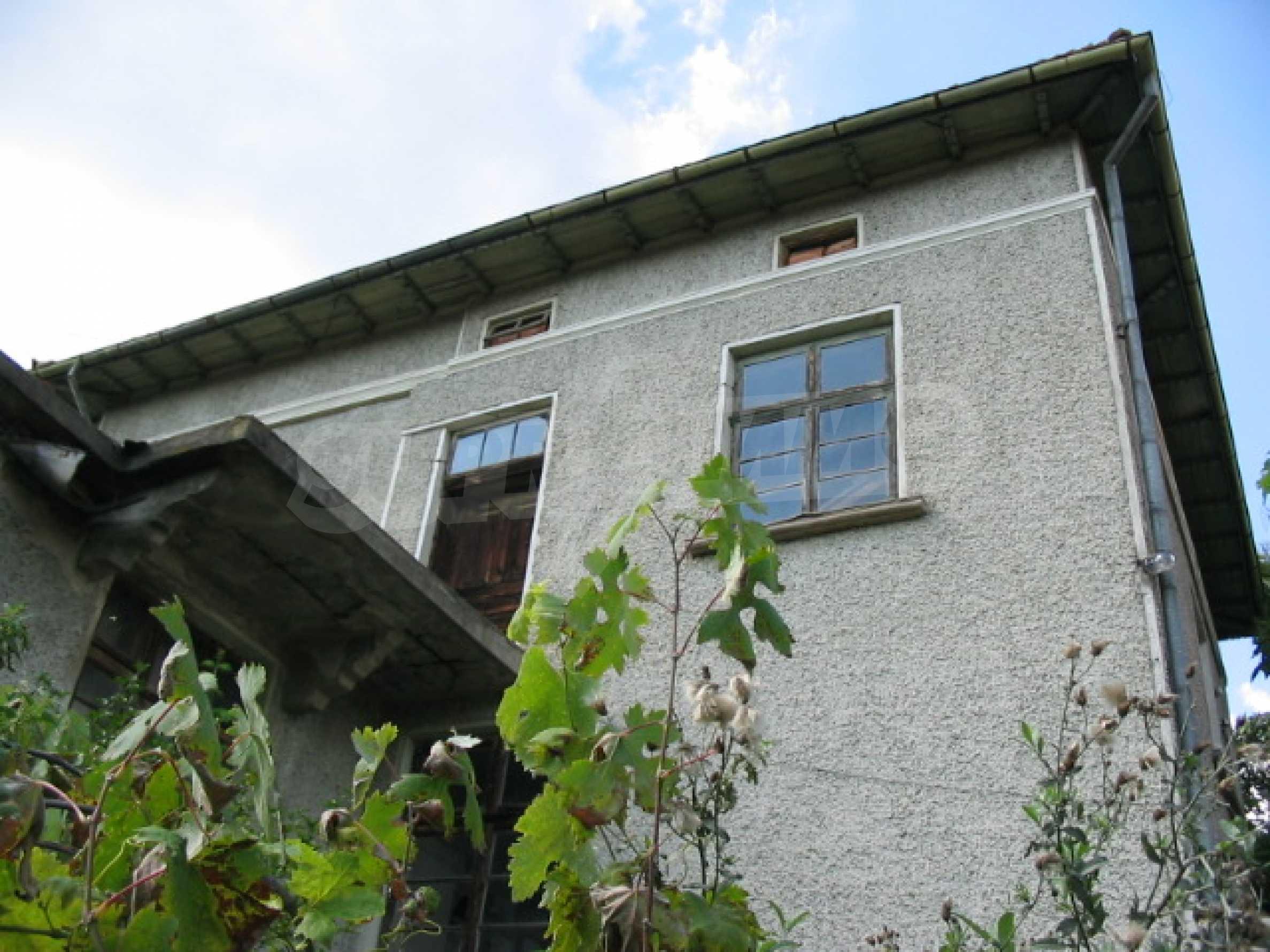 Масивна къща в село близо до  Велико Търново 2
