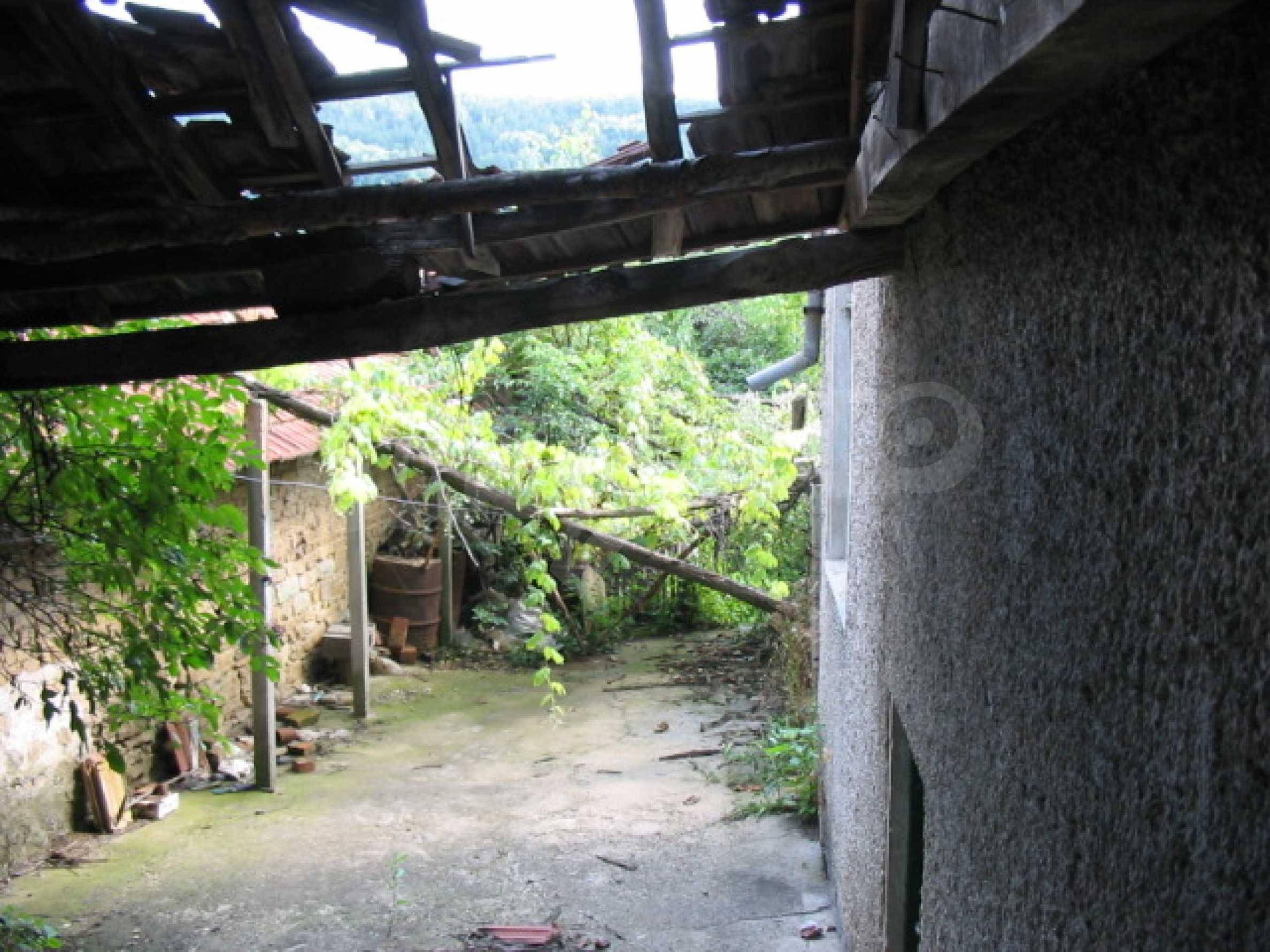 Масивна къща в село близо до  Велико Търново 4
