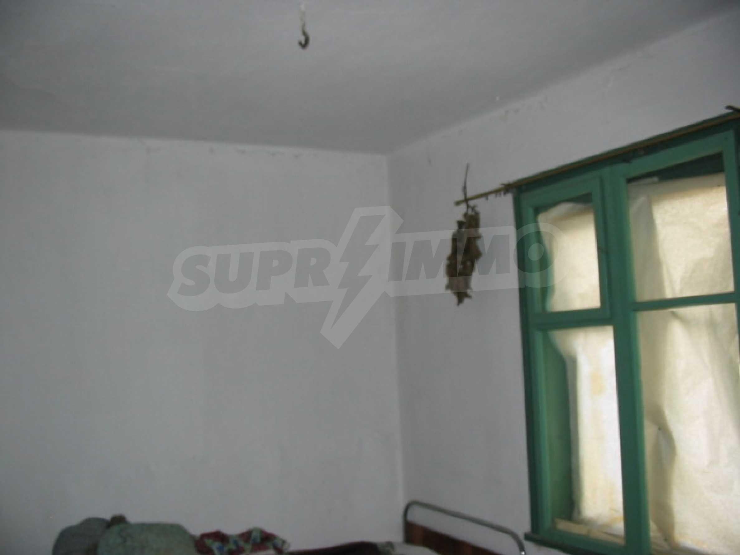 Масивна къща в село близо до  Велико Търново 7