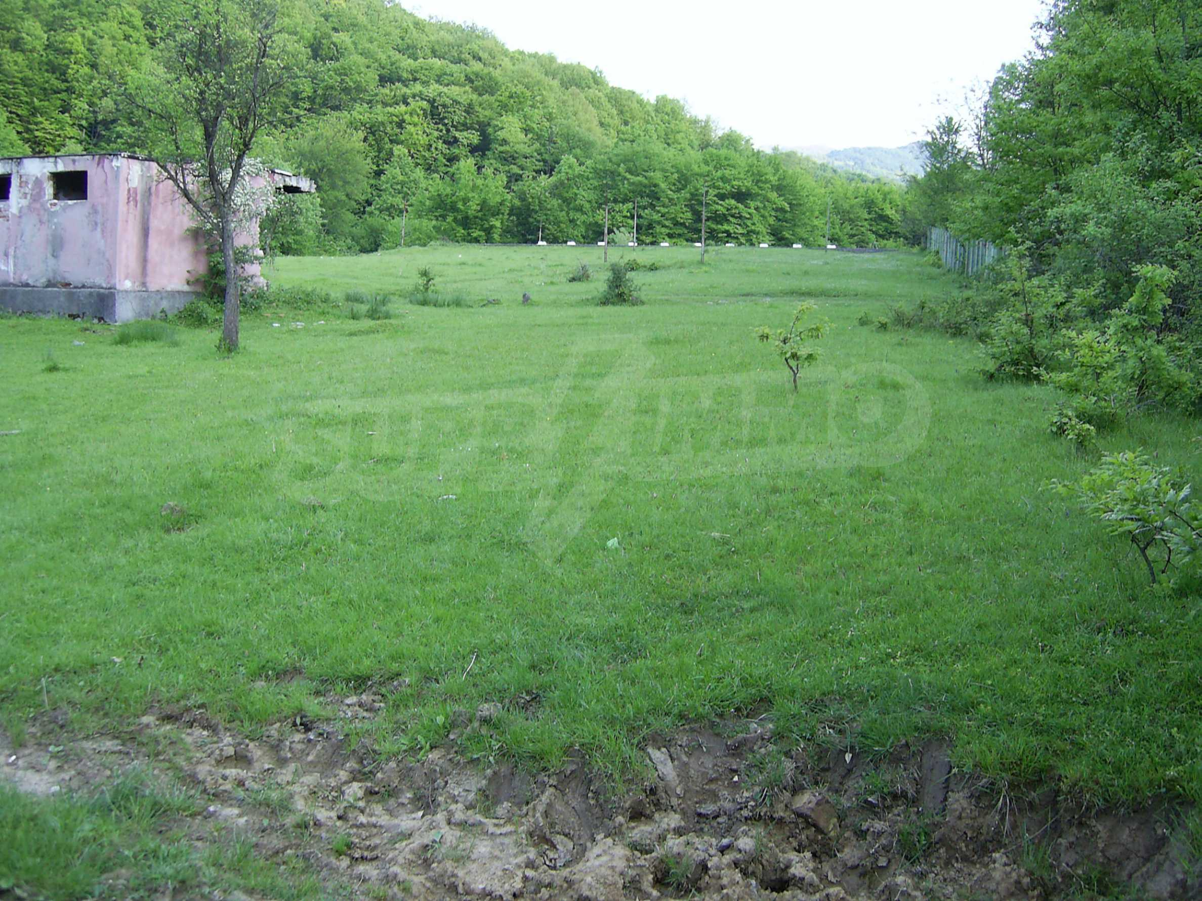 Plot with a swimming pool in Troyan 11