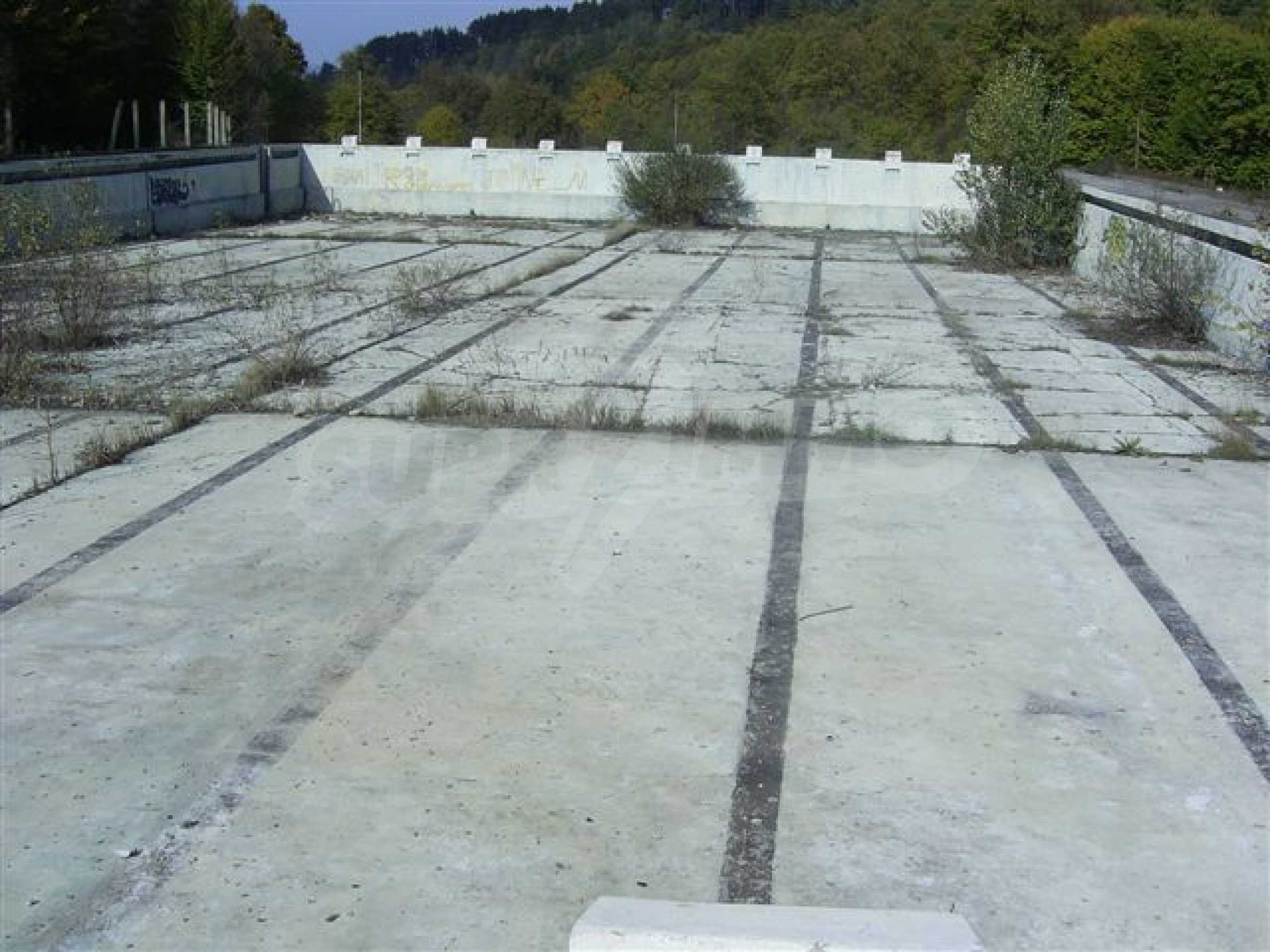 Plot with a swimming pool in Troyan 1