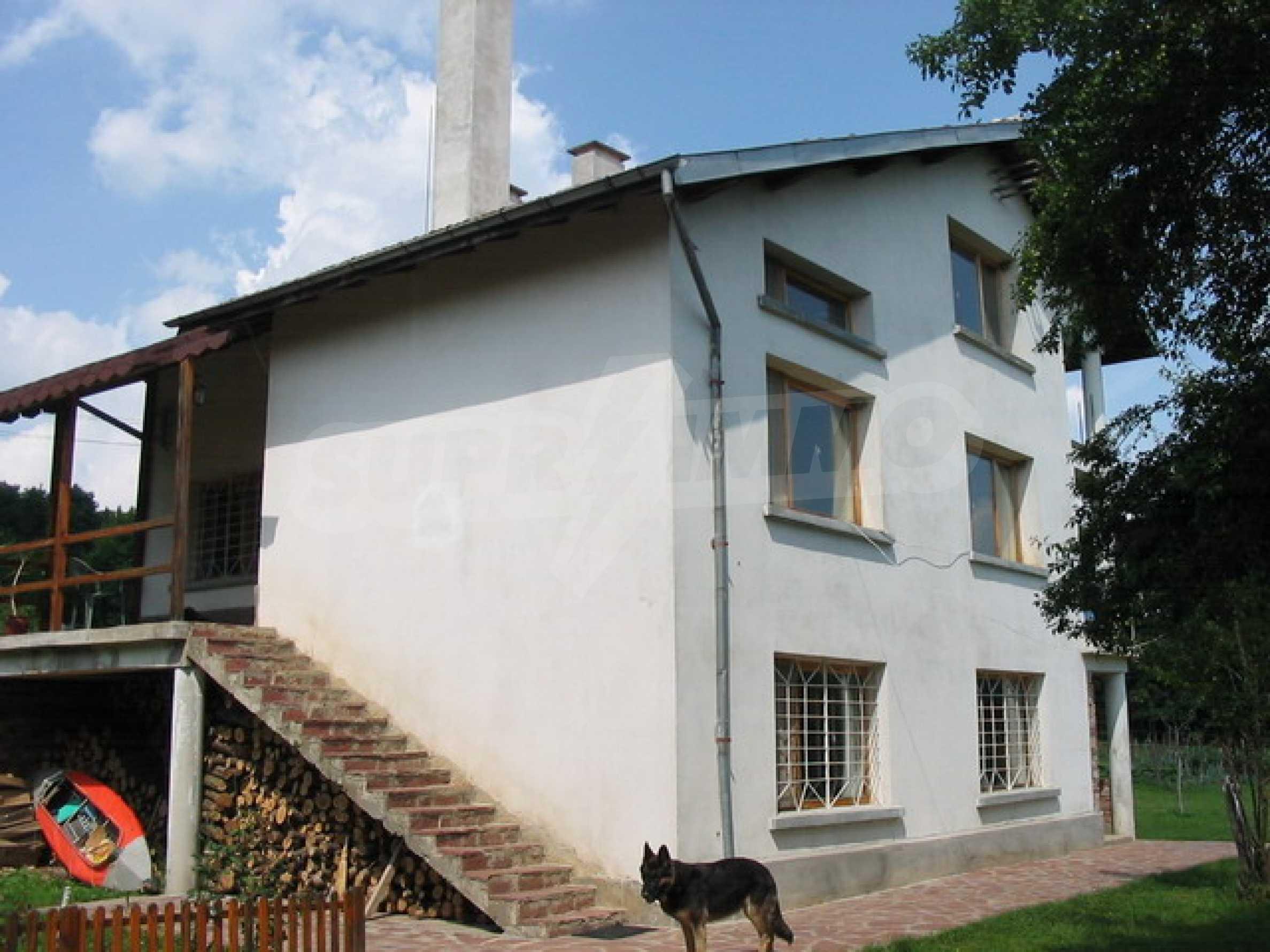 Neu gebautes dreistöckiges Haus in der Nähe von Sevliewo 2