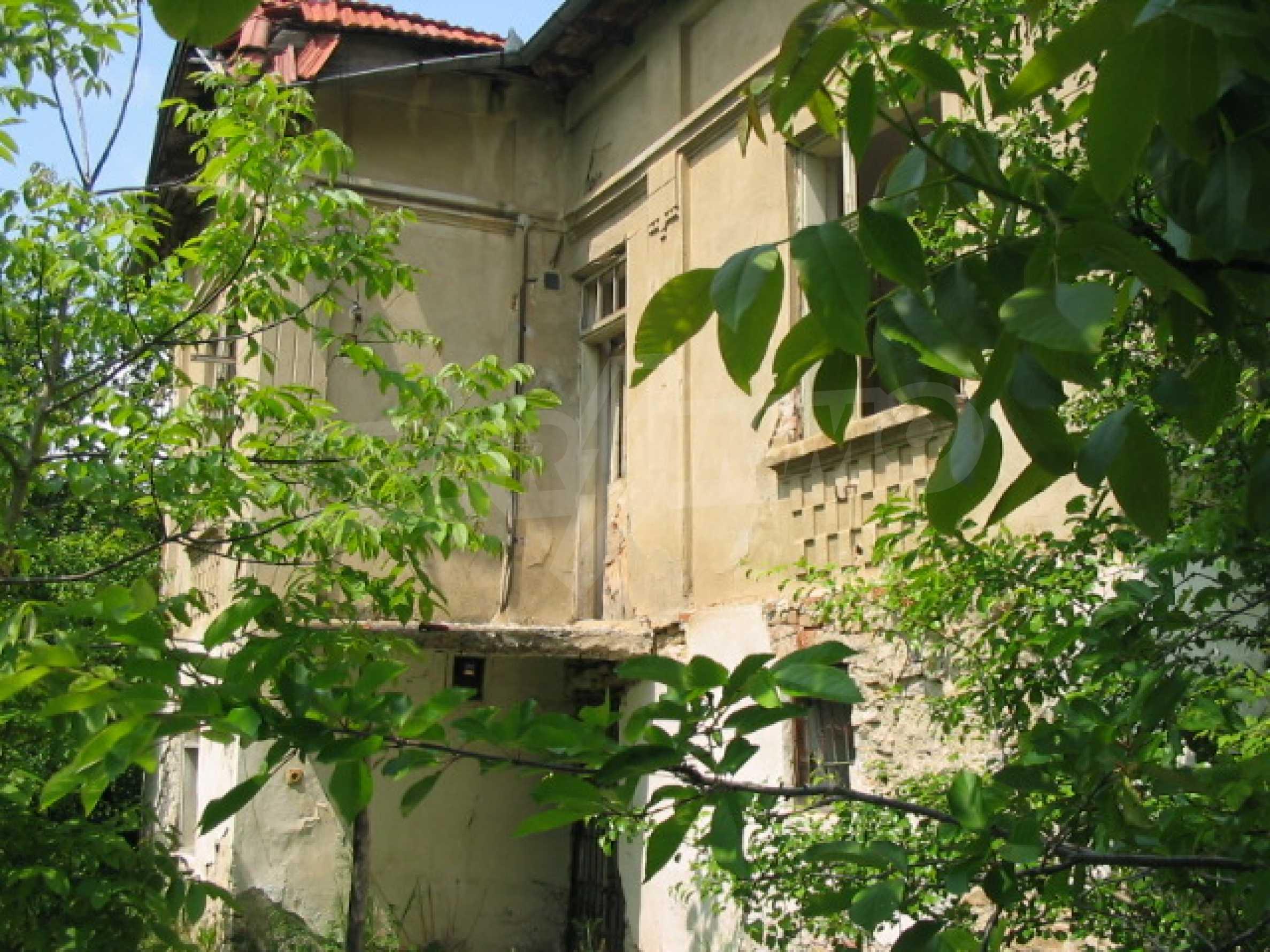 Zweistöckiges Haus mit Hof in einem Dorf, 38 km von Veliko Tarnovo entfernt 1