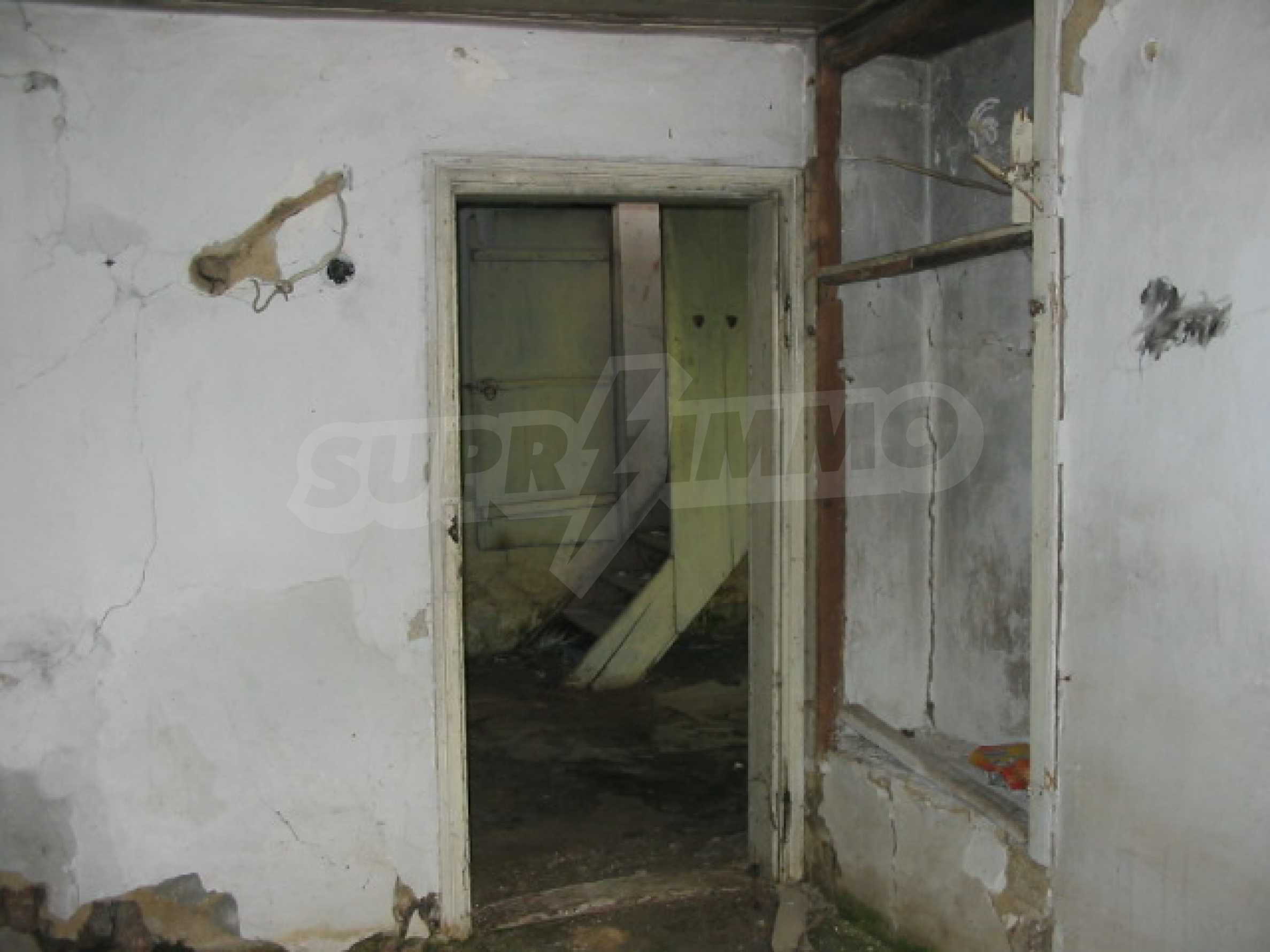 Zweistöckiges Haus mit Hof in einem Dorf, 38 km von Veliko Tarnovo entfernt 2